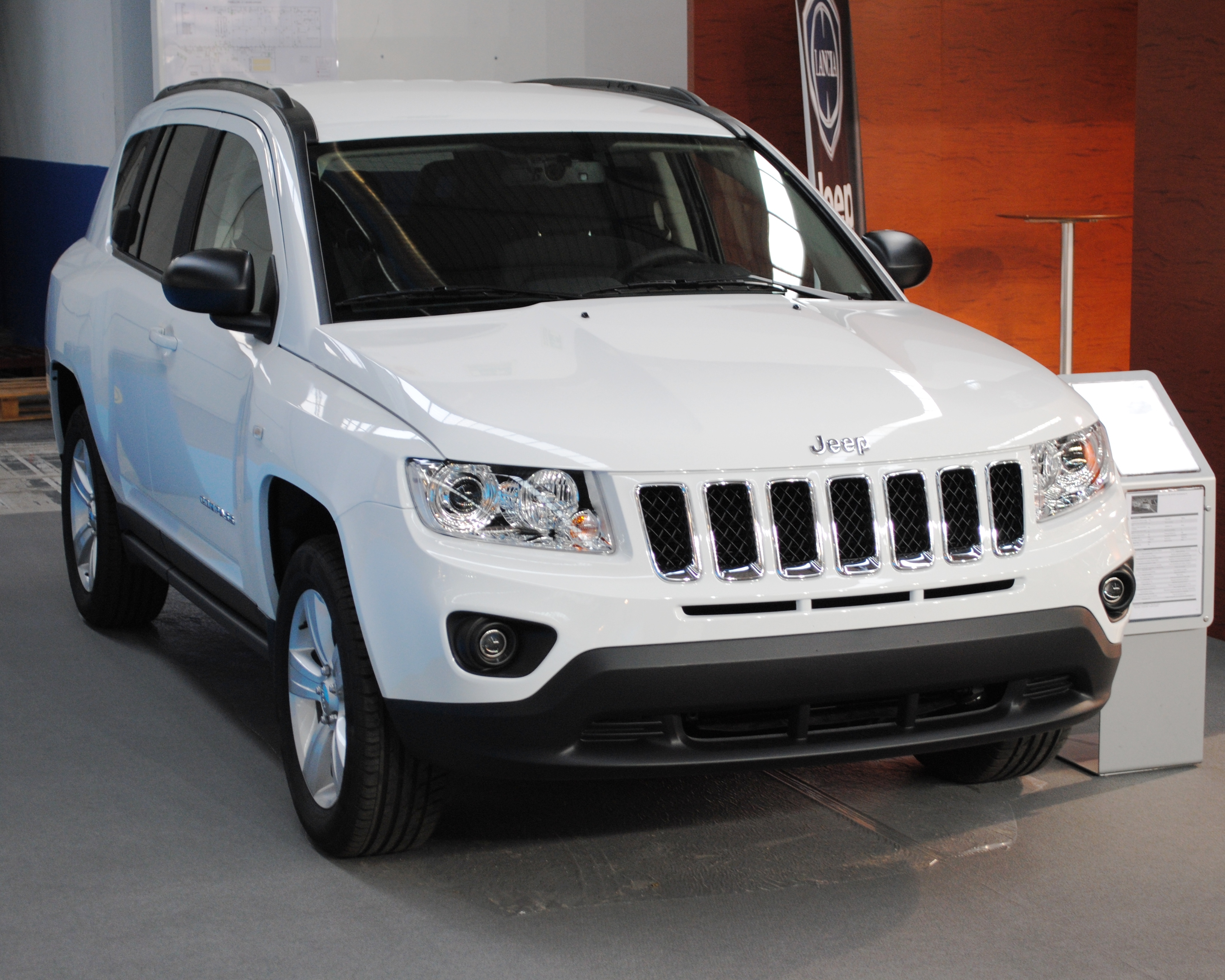 file jeep compass 2012 ifevi jpg wikimedia commons. Black Bedroom Furniture Sets. Home Design Ideas