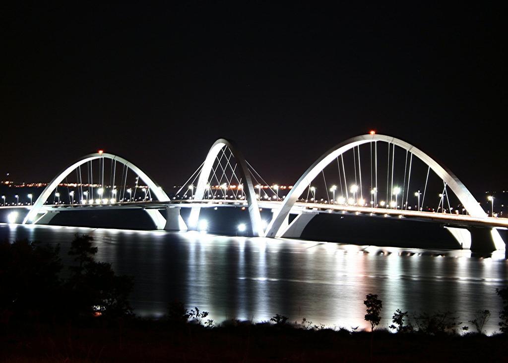 Svetska cuda ljudskih dostignuca - Page 2 JK_bridge_Brasilia_lights