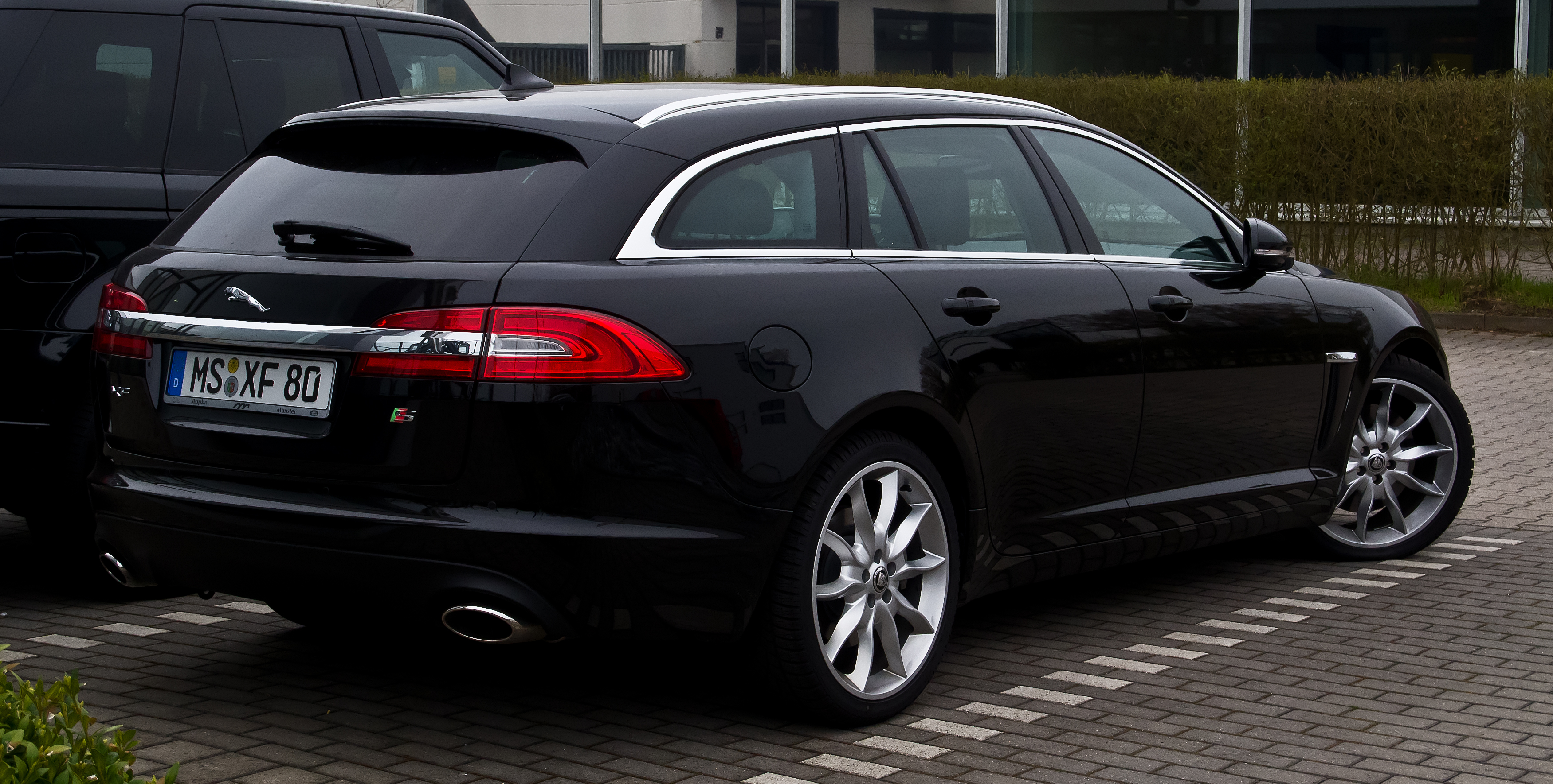 file jaguar xf sportbrake 3 0 d s facelift heckansicht 21 april 2013 m. Black Bedroom Furniture Sets. Home Design Ideas