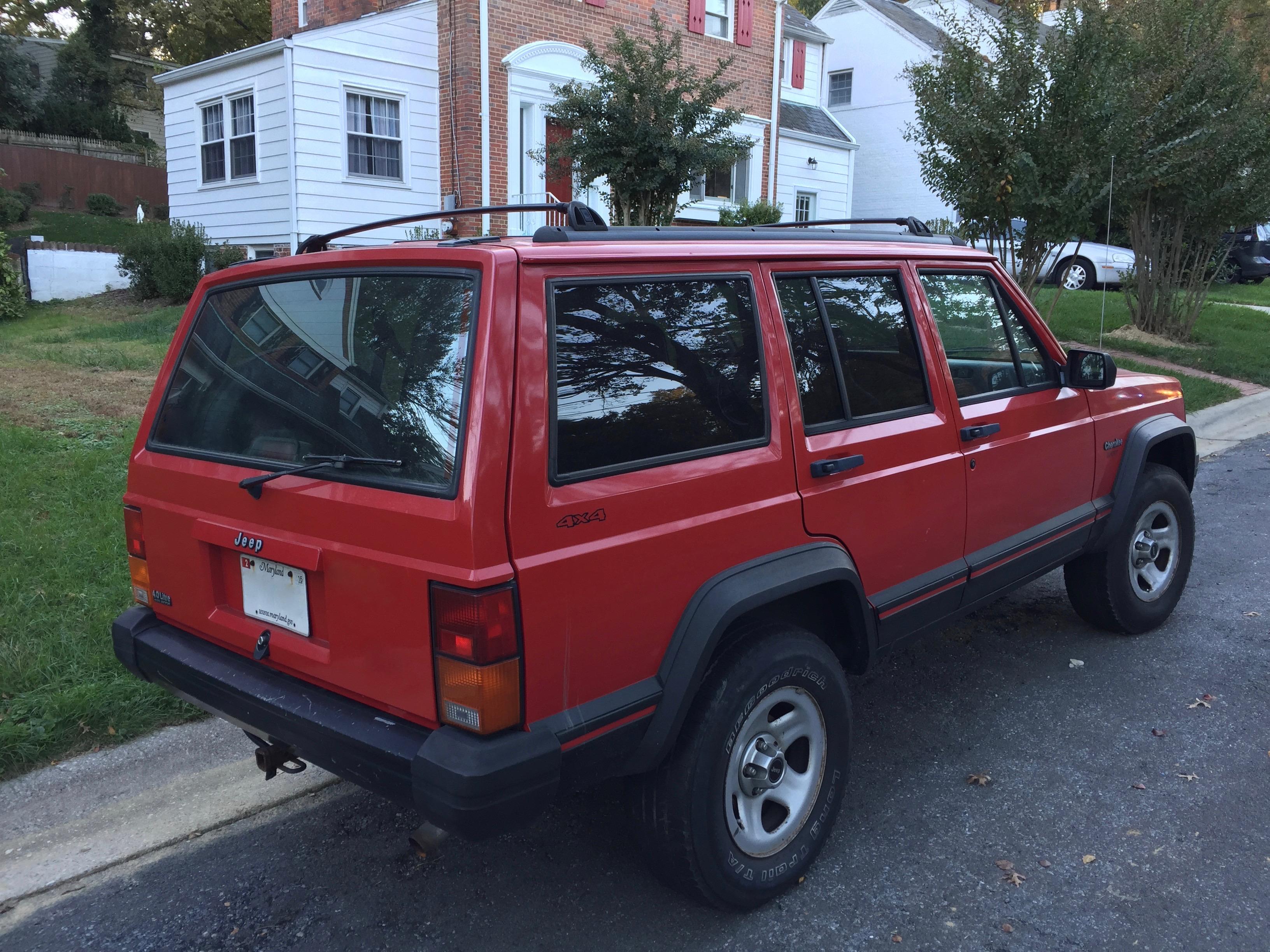 File:Jeep Cherokee (XJ) 1988–1996 Sport 4-door in red