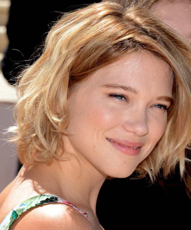 The 31-year old daughter of father Henri Seydoux and mother Valérie Schlumberger, 168 cm tall Léa Seydoux in 2017 photo