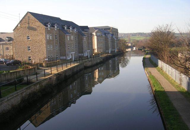Leeds Liverpool Canal - Apperley Bridge - geograph.org.uk - 687664