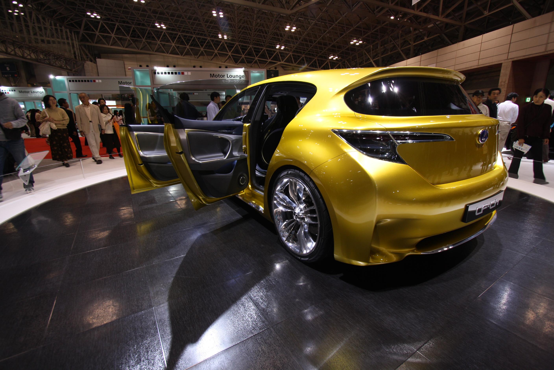 https://upload.wikimedia.org/wikipedia/commons/c/cc/Lexus_LF-Ch_Hybrid_Concept_TMS_2009_01.jpg