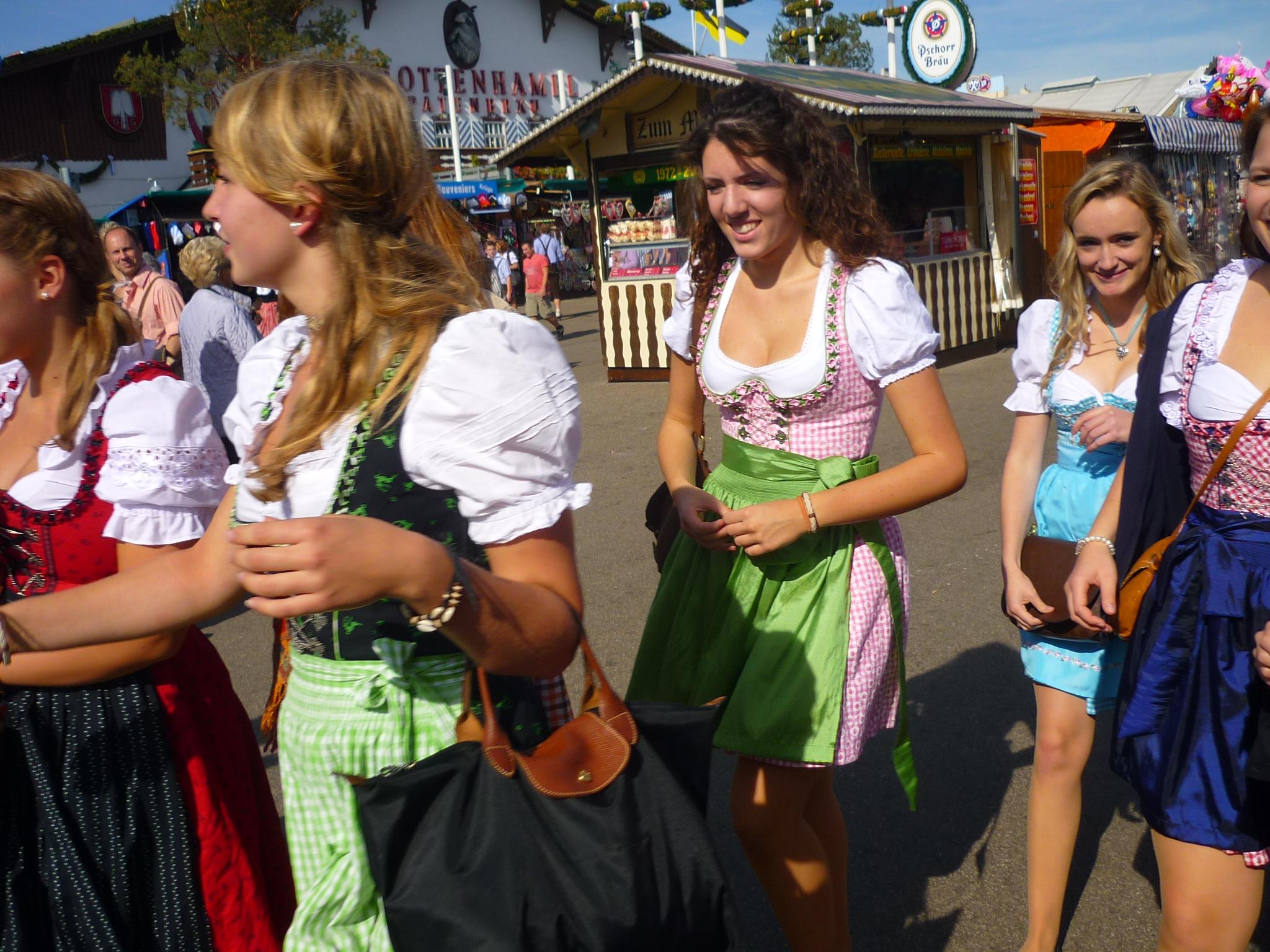 File:München, Oktoberfest 2012 (04).JPG - Wikimedia Commons