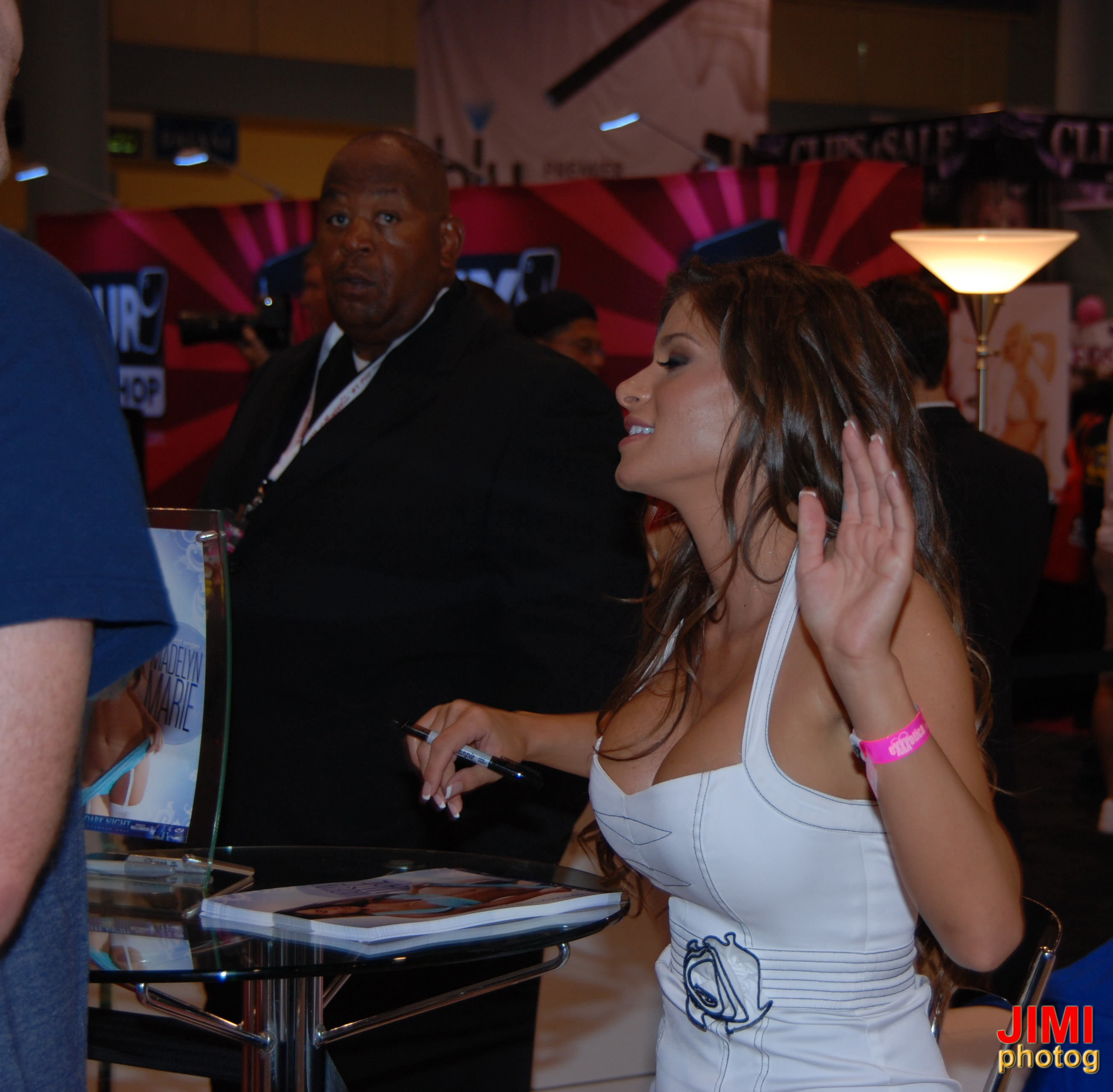 Description Madelyn Marie at Exxxotica Miami 2010 (1).jpg