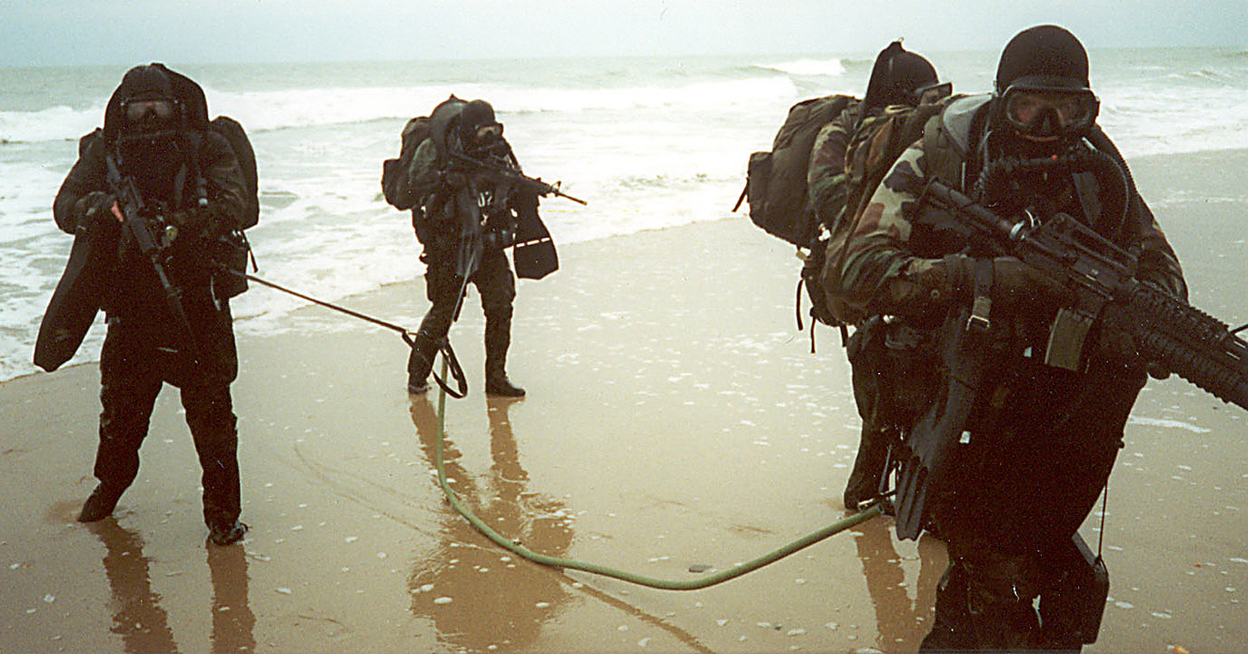 File:Marine Force Recon -001-.jpg - Wikipedia