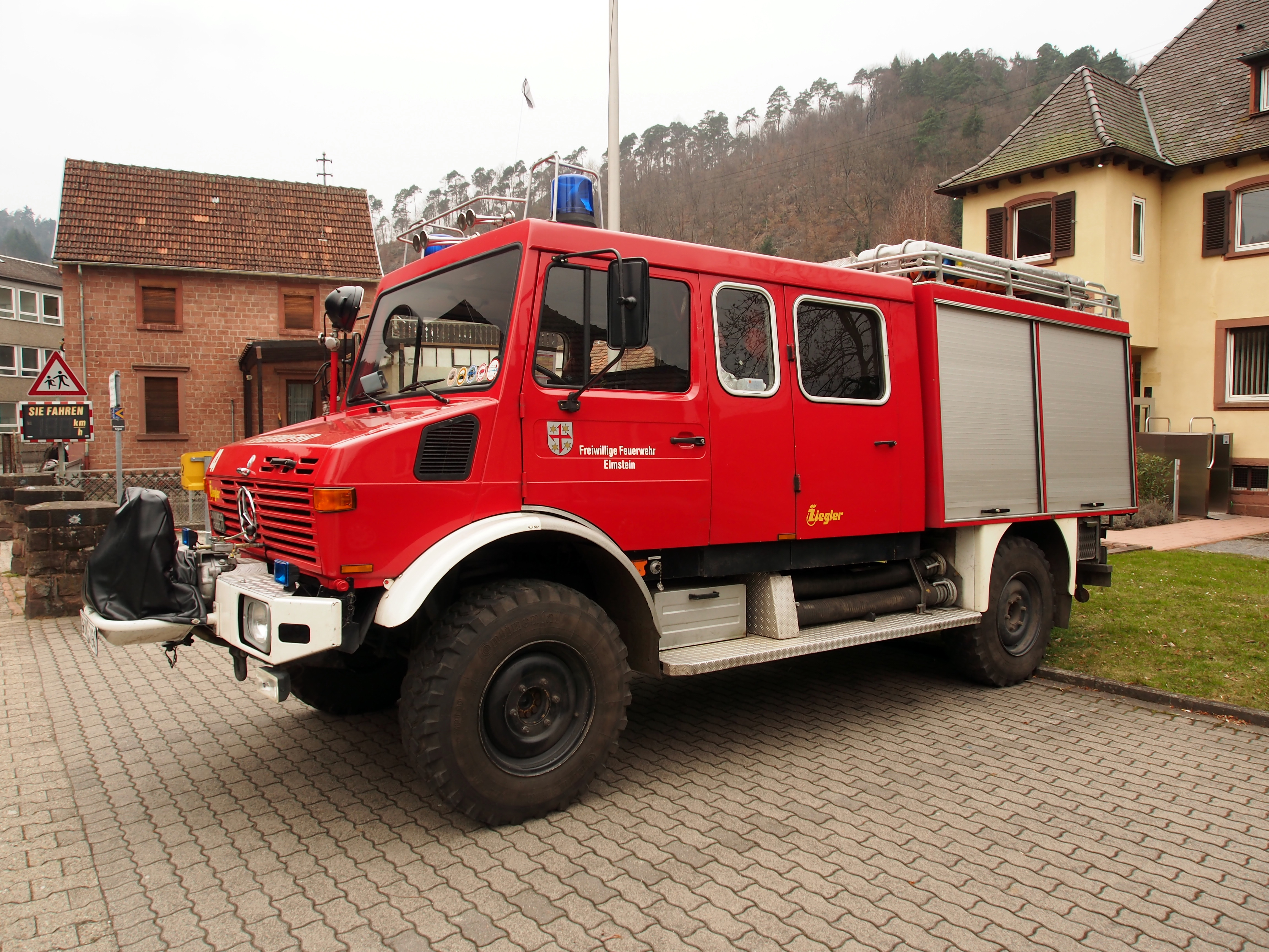 Mercedes Benz Van >> File:Mercedes Benz Unimog 1300L, Unit 41 of the Freiwillige Feuerwehr Elmstein pic2.JPG ...