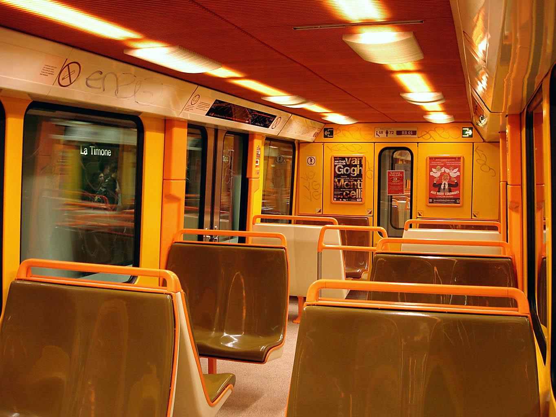 File metro de marseille interieur rame for Metro interieur