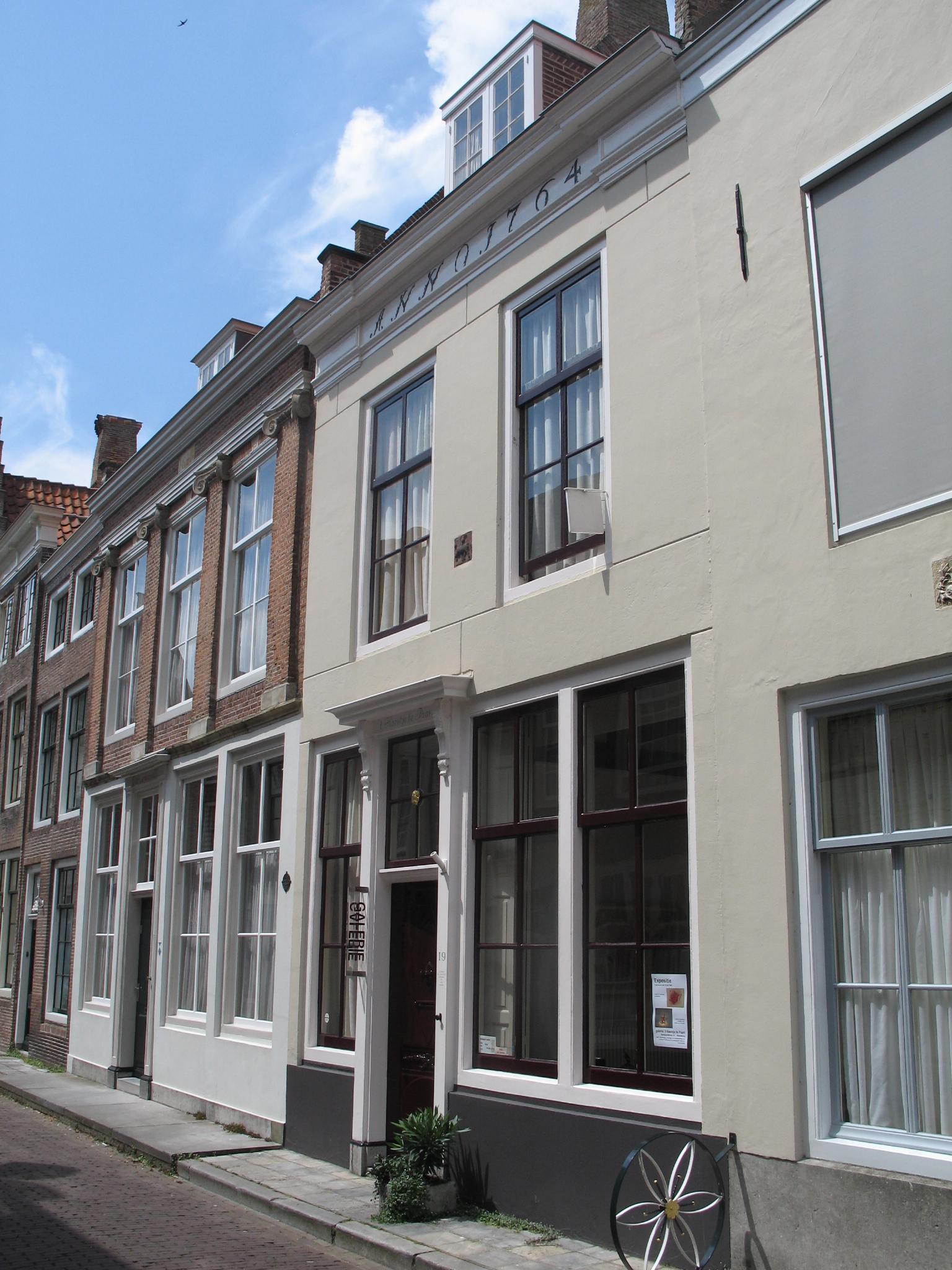 Huis met gepleisterde rechte gevel in lijst gedateerd 1784 for Lijst inrichting huis