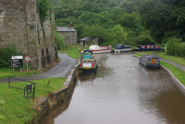 Monmouthshire and Brecon Canal, Llangattock - geograph.org.uk - 1413646