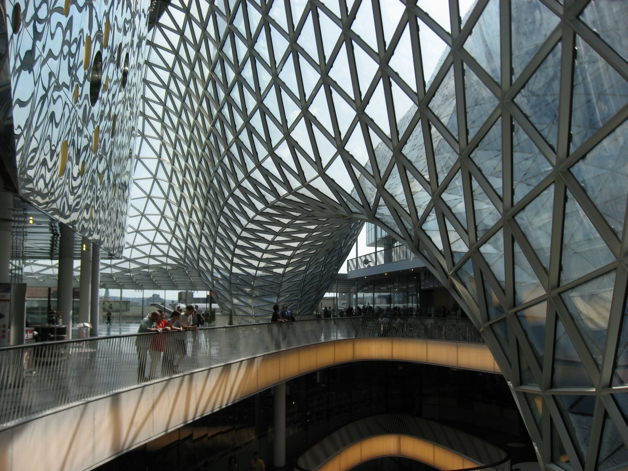 DYNAMIC SPACE FRAME STRUCTURE