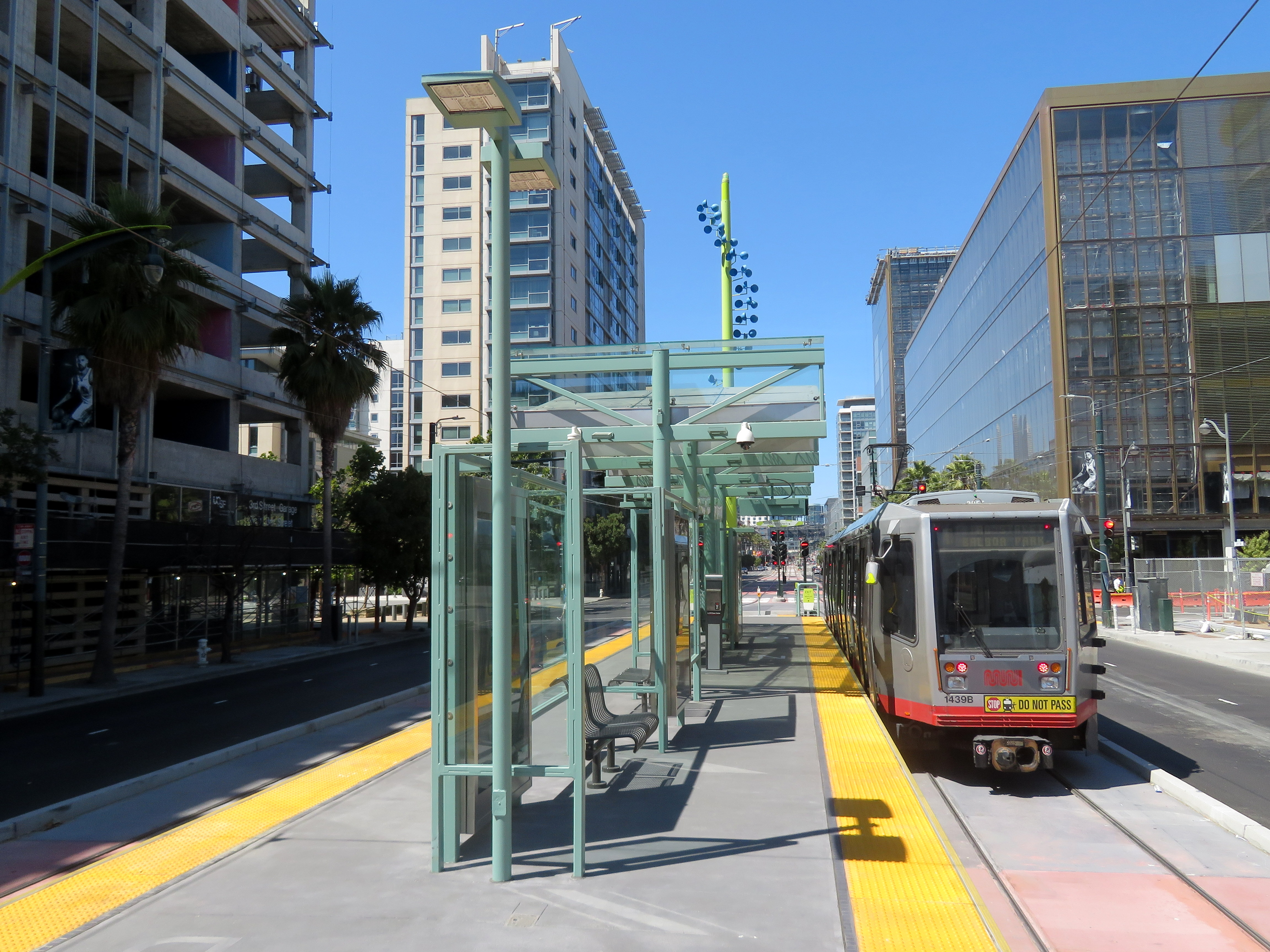 File:Northbound train at UCSF Chase Center station, August 2019 JPG