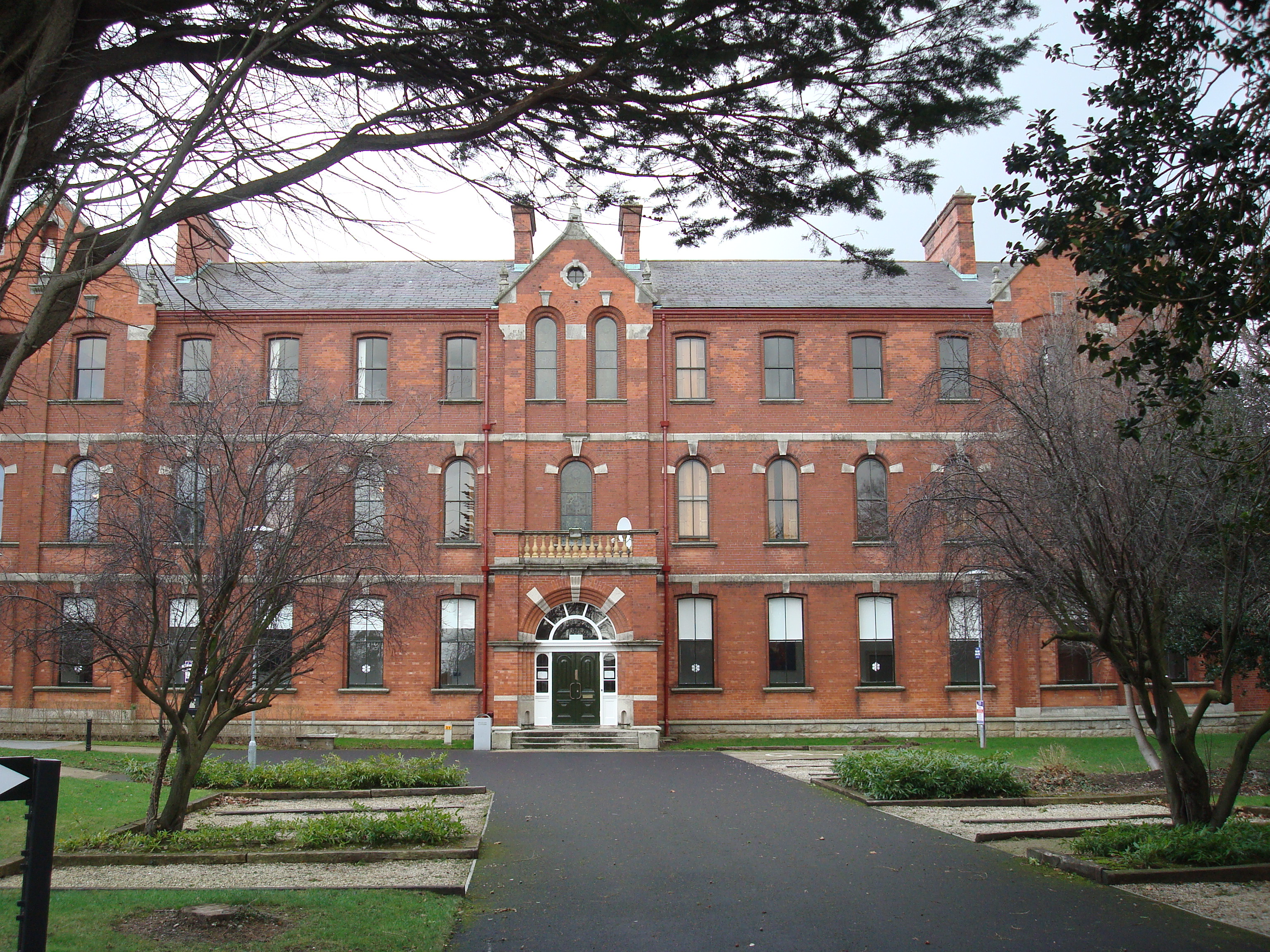 Description Our Lady of Mercy College, Carysfort.JPG