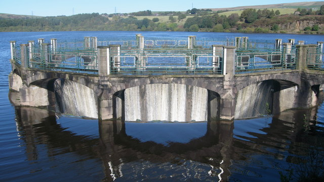 Overflow on Wayoh Reservoir - geograph.org.uk - 993509