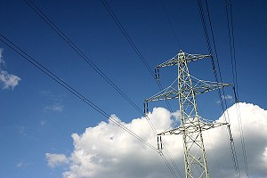 Overhead power line-electricity pylon - with polarization filter.JPG