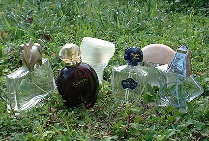 پرونده:Parfums.jpg