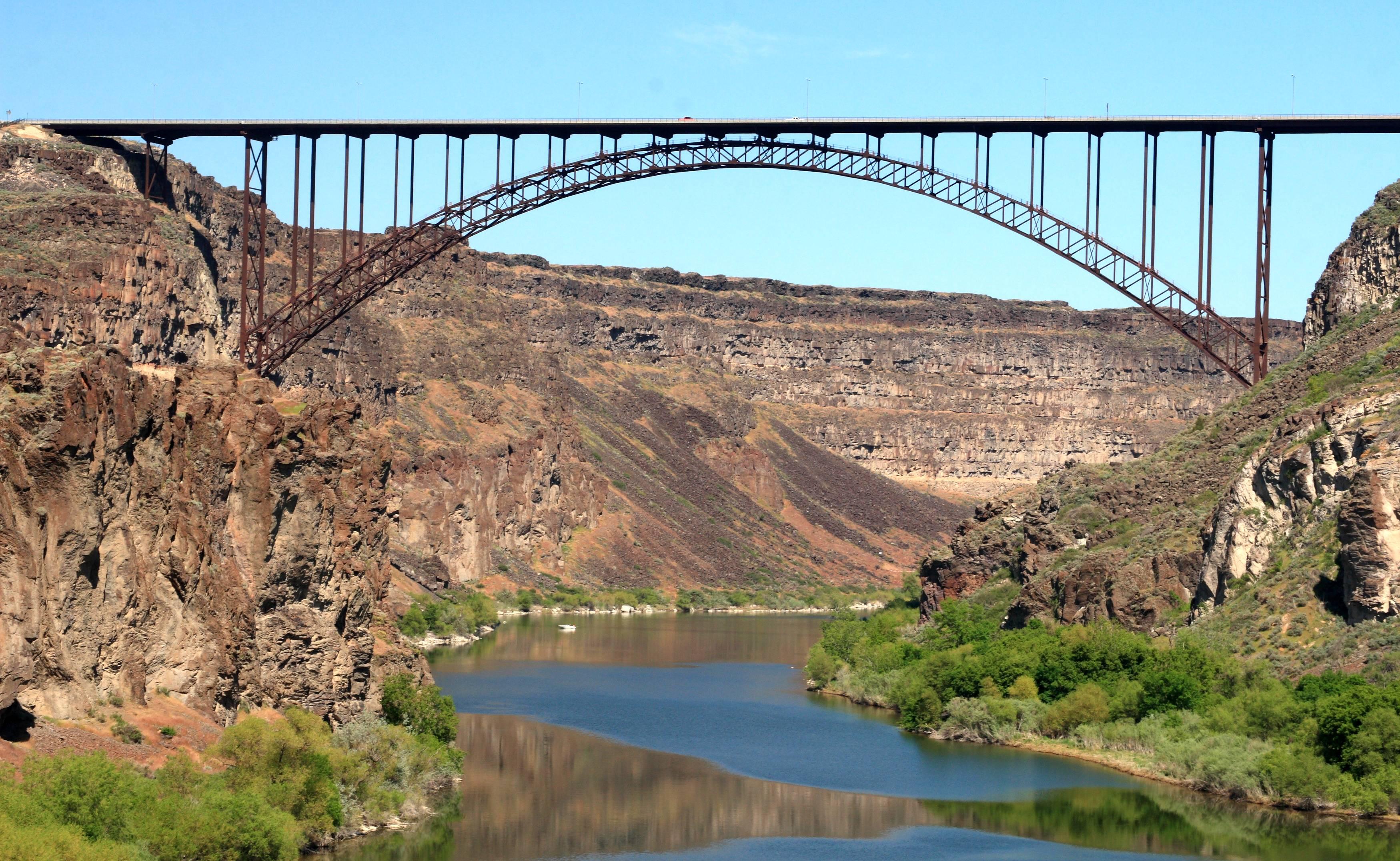 Dateiperrine Bridge Spanning The Snake River At Twin Falls Idaho