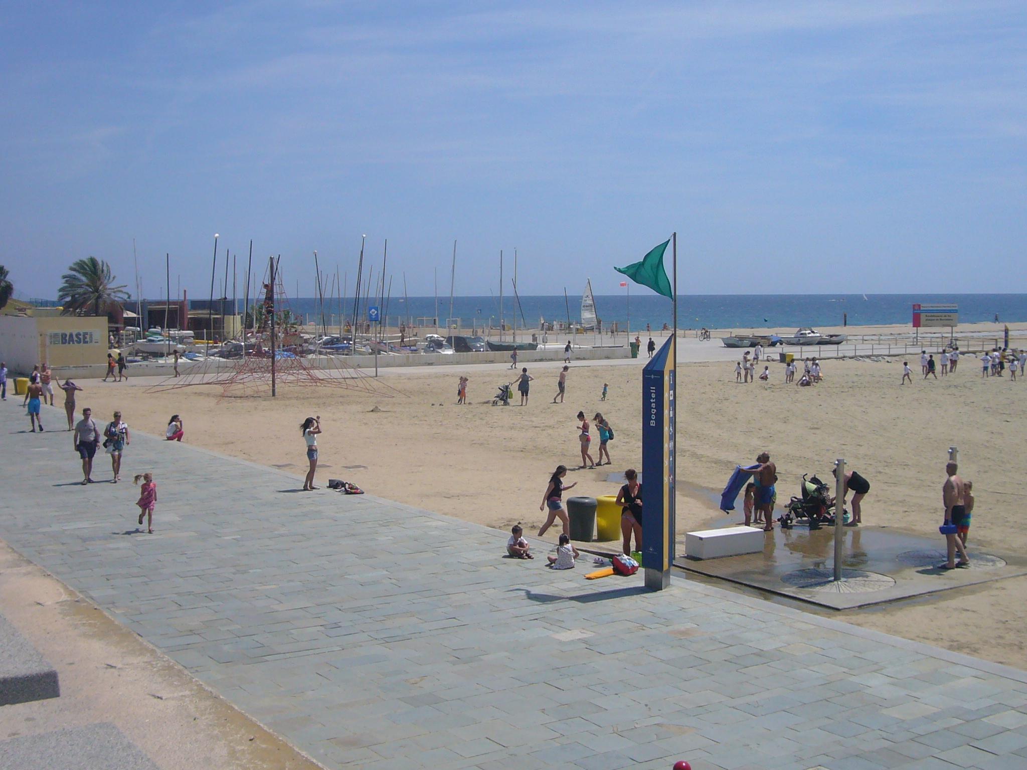 File:Platja del Bogatell (Barcelona) 01.JPG - Wikimedia Commons