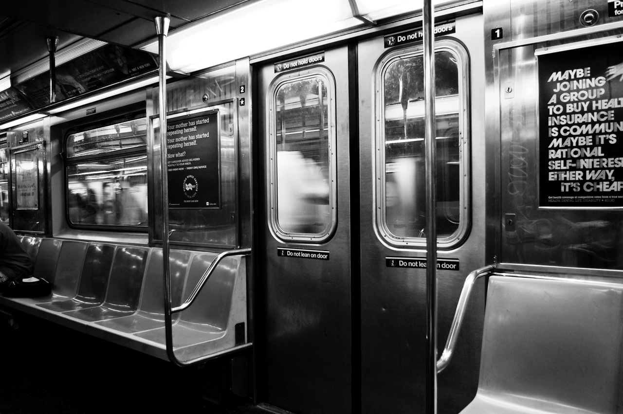 file r62 subway car interior black and wikimedia commons. Black Bedroom Furniture Sets. Home Design Ideas