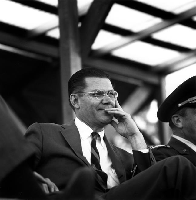 Robert McNamara 1961.jpg
