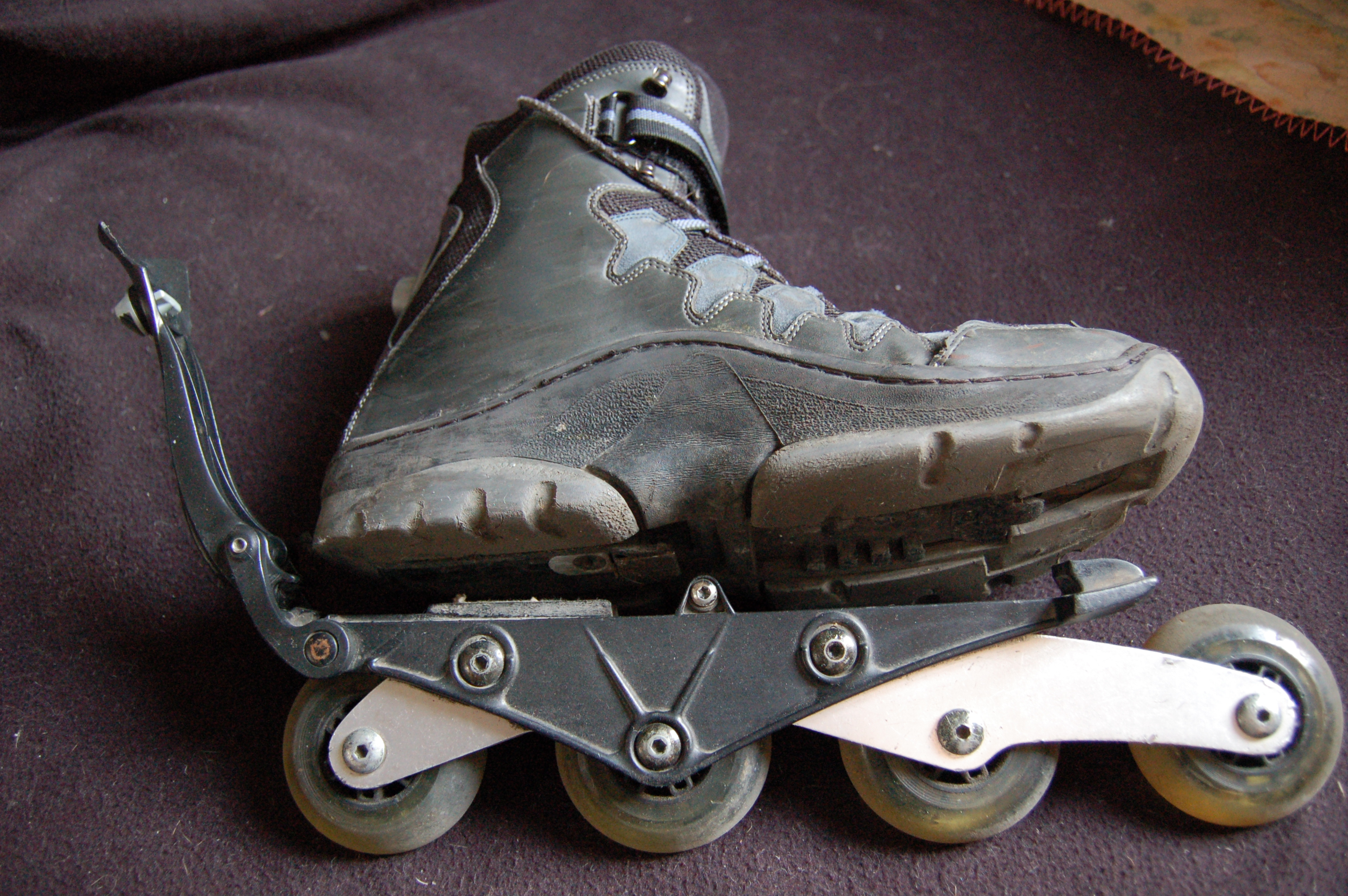 http://upload.wikimedia.org/wikipedia/commons/c/cc/Roller_chaussure.JPG