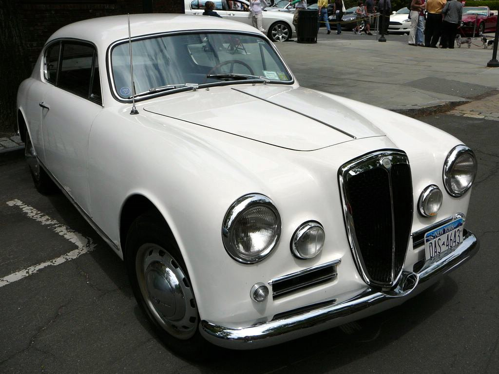 https://upload.wikimedia.org/wikipedia/commons/c/cc/SC06_1956_Lancia_Aurelia_B20S.jpg