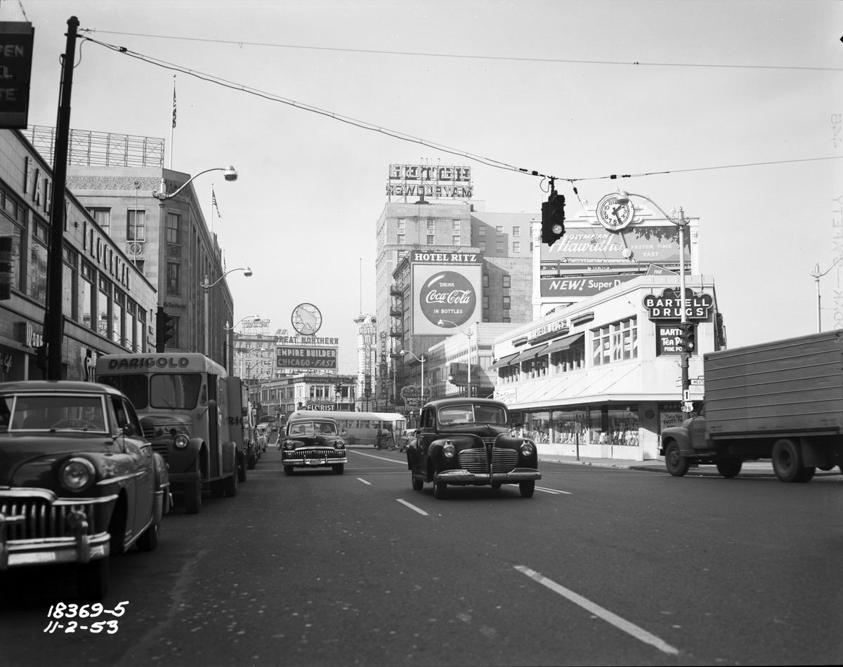 Seattle_-_4th_&_Westlake,_1953_(35099997716).jpg (1200×950)