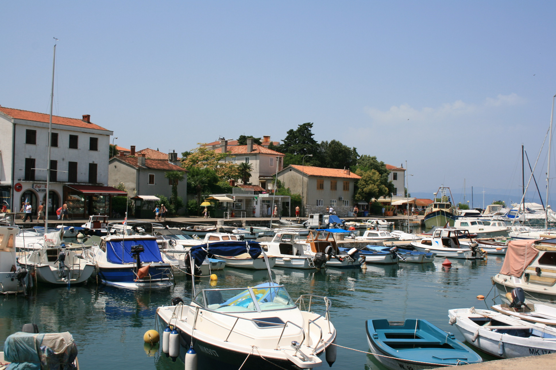 Malinska Croatia  City pictures : Southern part of harbor in Malinska Wikimedia Commons