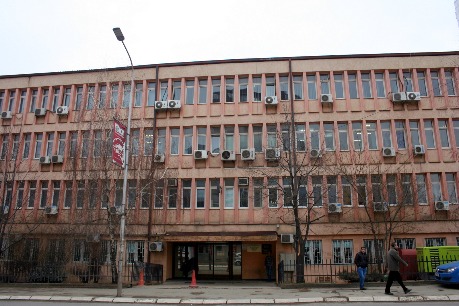 http://upload.wikimedia.org/wikipedia/commons/c/cc/Supreme_Court_of_Kosovo.JPG?169