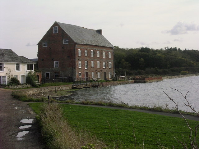 Tidal mill and River Yar - geograph.org.uk - 1011240