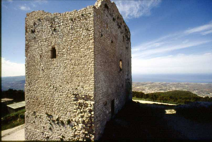 Torre saracena sul Monte Bonifato, Alcamo.jpg