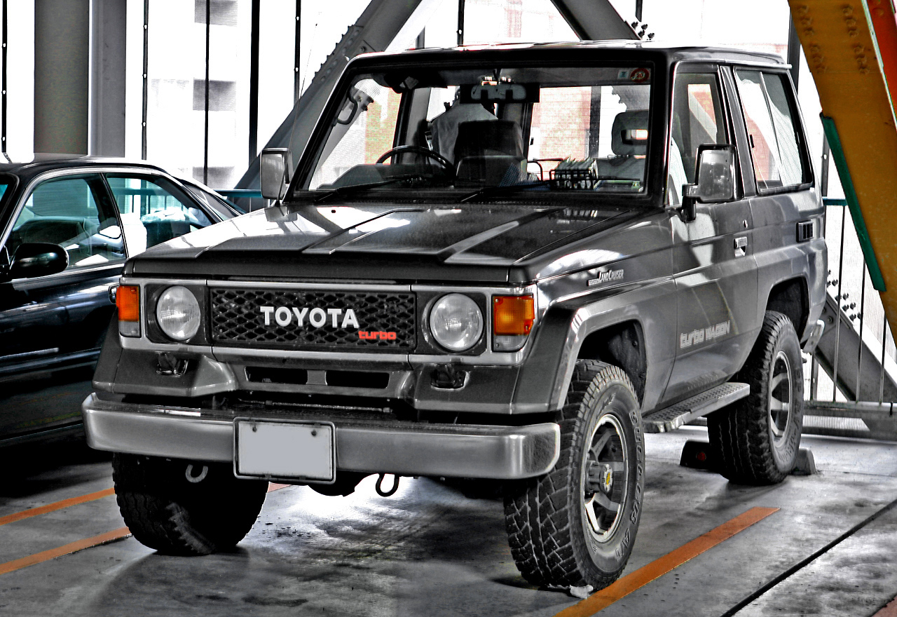 File:Toyota Land Cruiser 70 Light 001.JPG - Wikimedia Commons