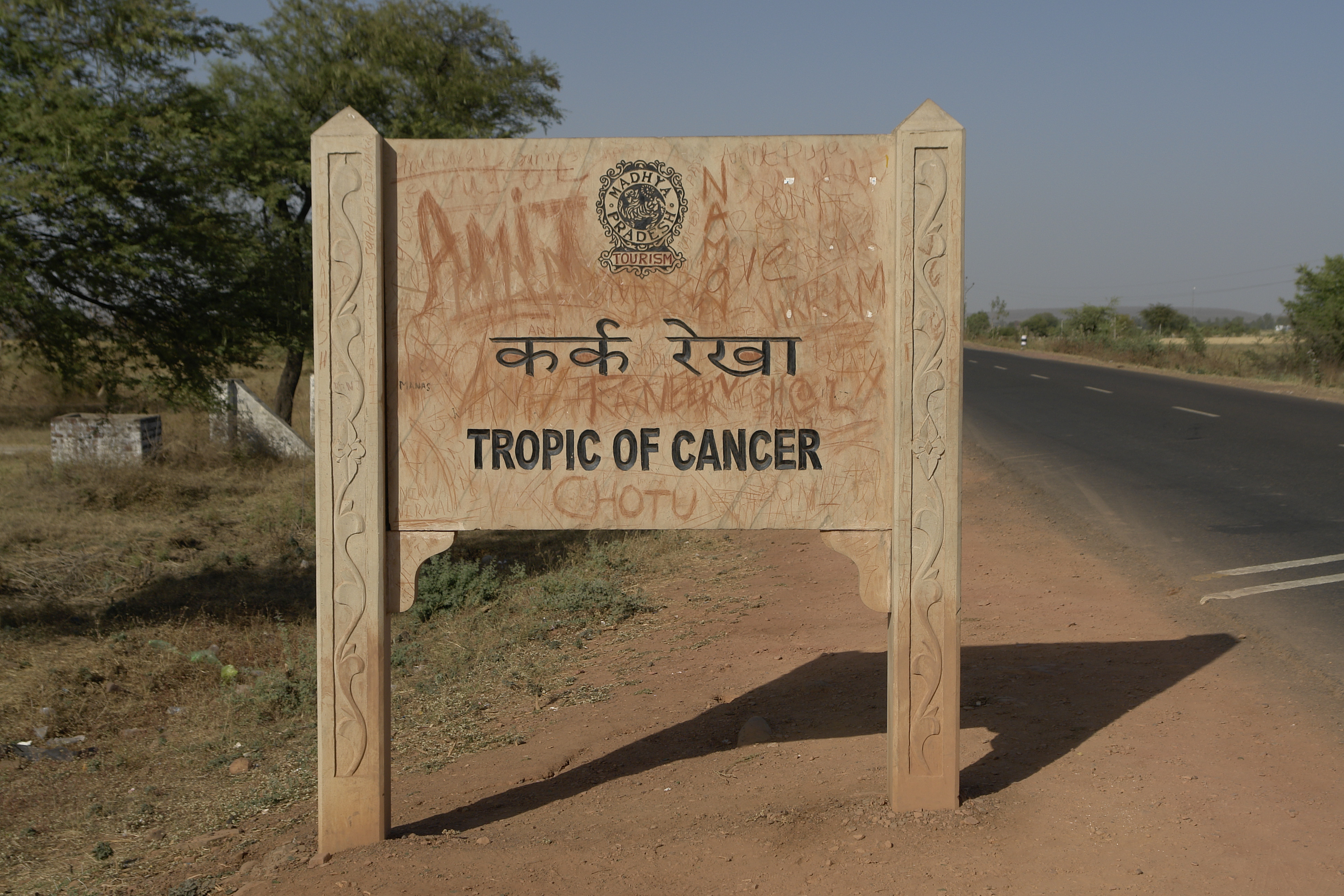 FileTropic Of Cancer Board Near Bhopal Indiajpg Wikimedia Commons - Map of us tropic of cancer