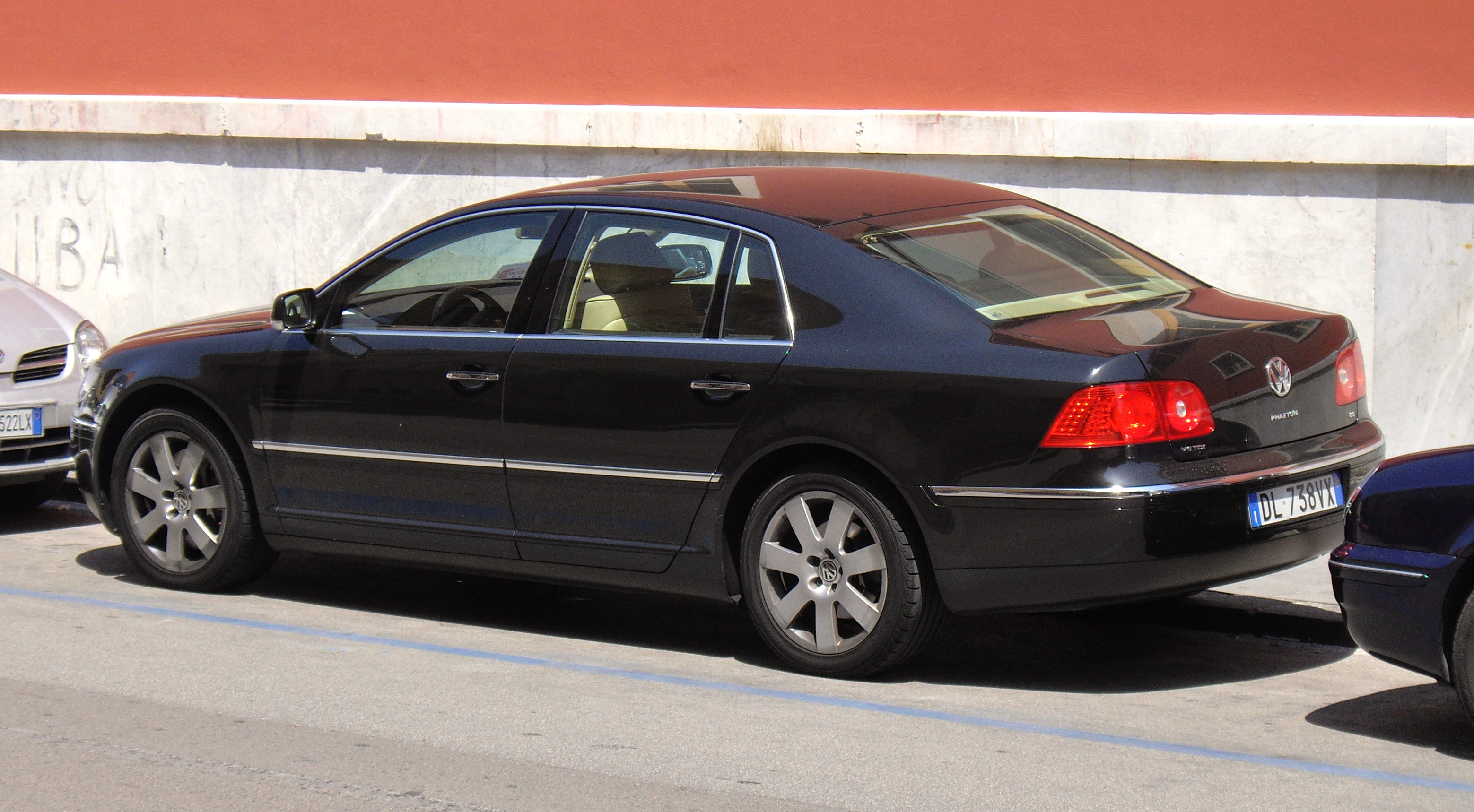 File:Volkswagen Phaeton rear.JPG - Wikimedia Commons