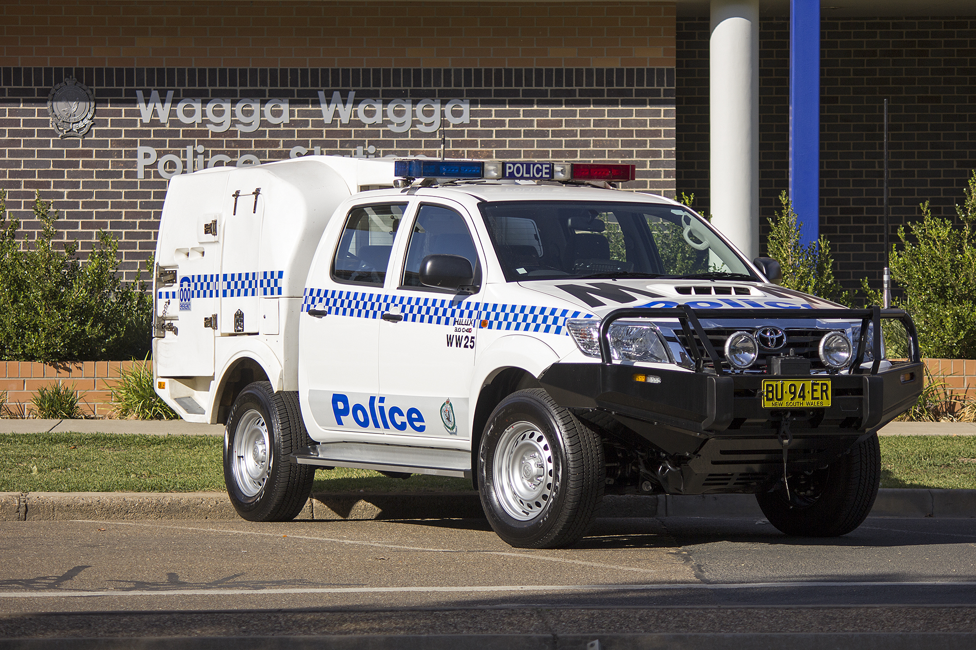 File:Wagga Wagga LAC (WW 25) Toyota Hilux at Wagga Wagga Police