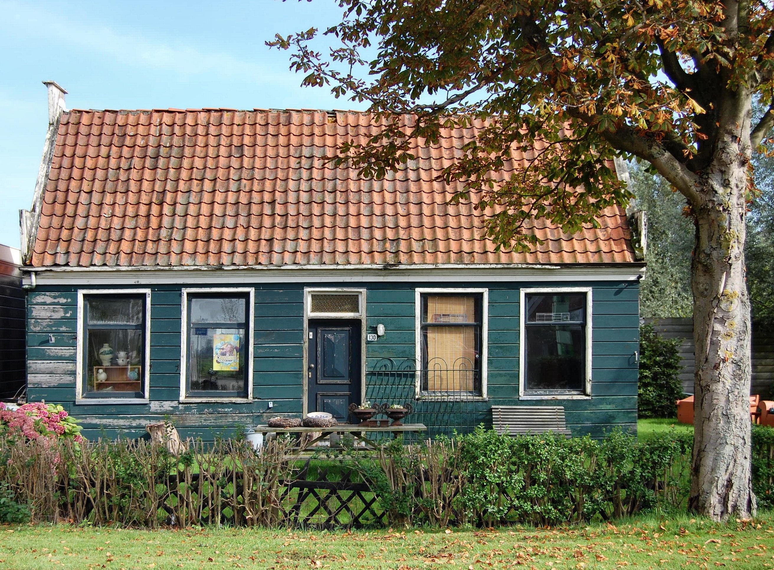 Houten huis met houten schuur in westzaan monument for Hout huis