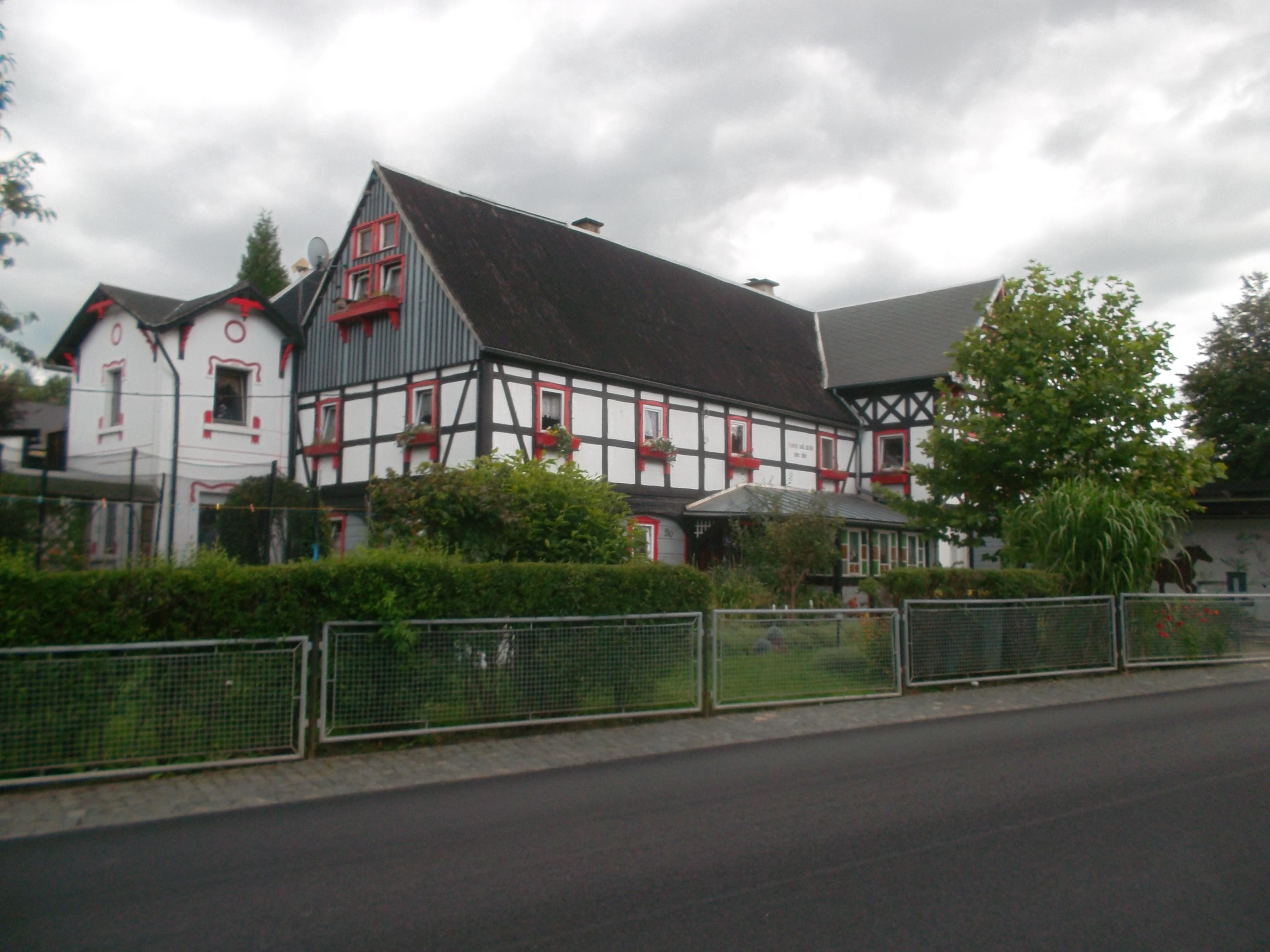 File:Wohnhaus (Umgebinde) mit Scheunenanbau über Eck (1).jpg ...
