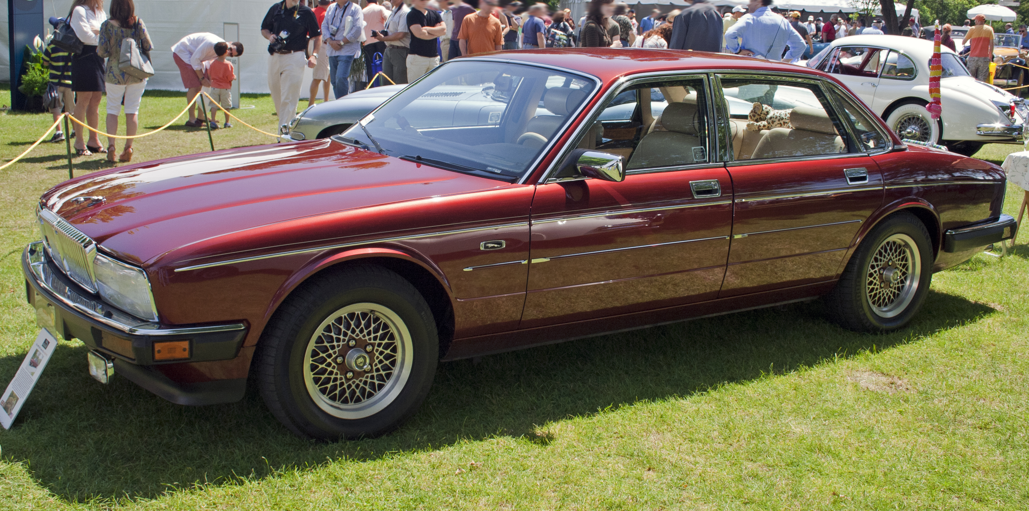 File:1990 Jaguar VdP Majestic (US).jpg