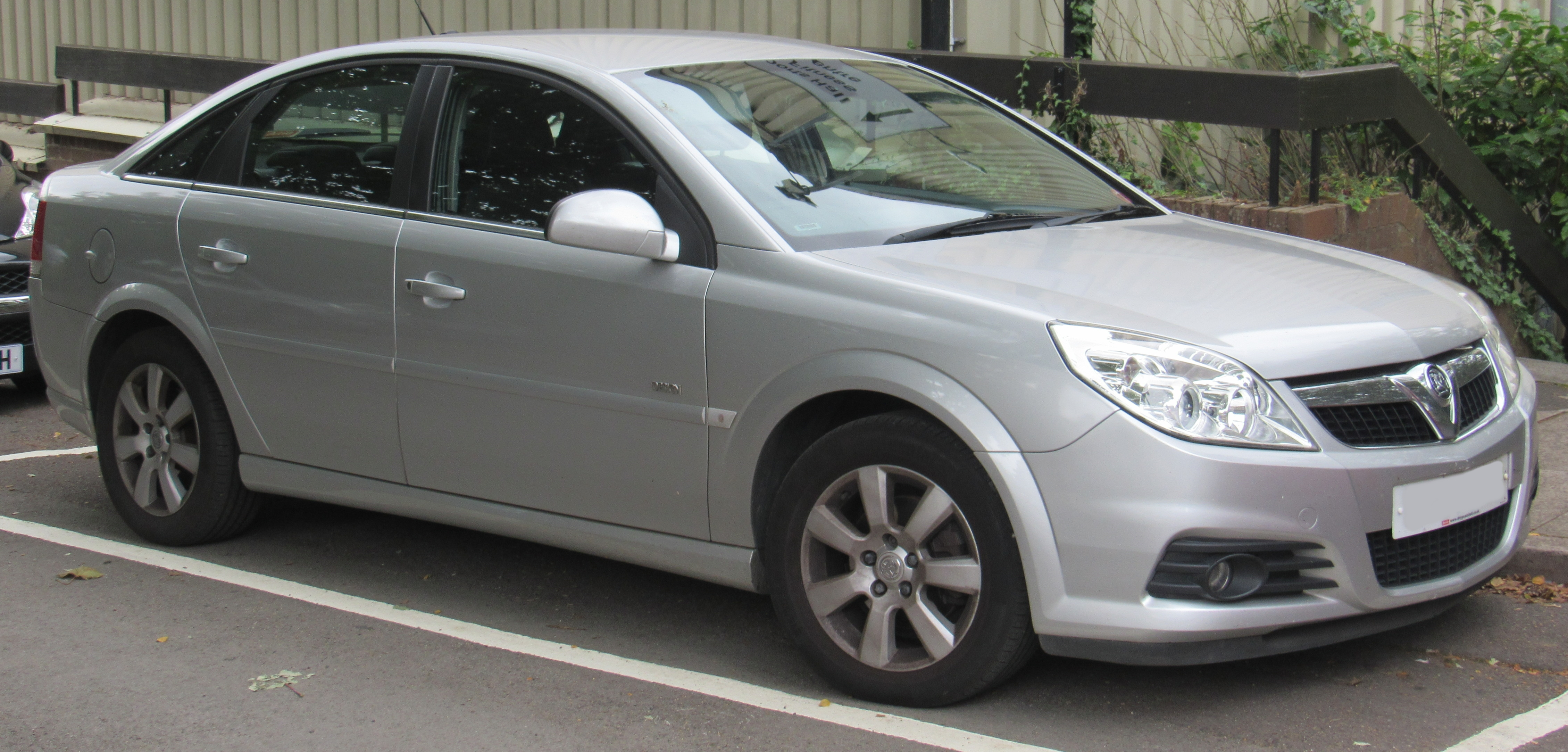 File 2007 Vauxhall Vectra Exclusive Cdti 150 Automatic 2 0 Front Jpg Wikimedia Commons