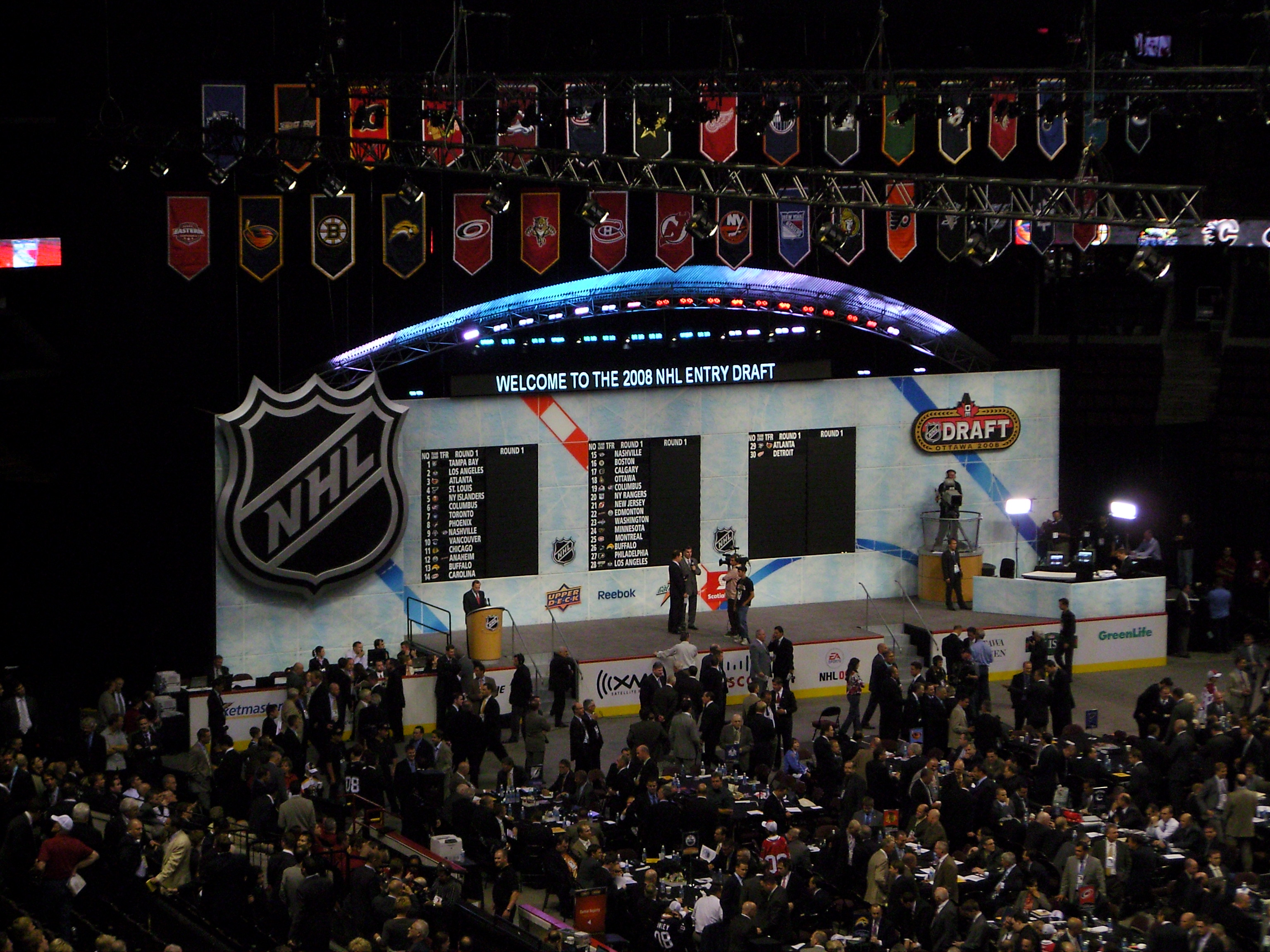https://upload.wikimedia.org/wikipedia/commons/c/cd/2008_NHL_Entry_Draft_Stage.JPG