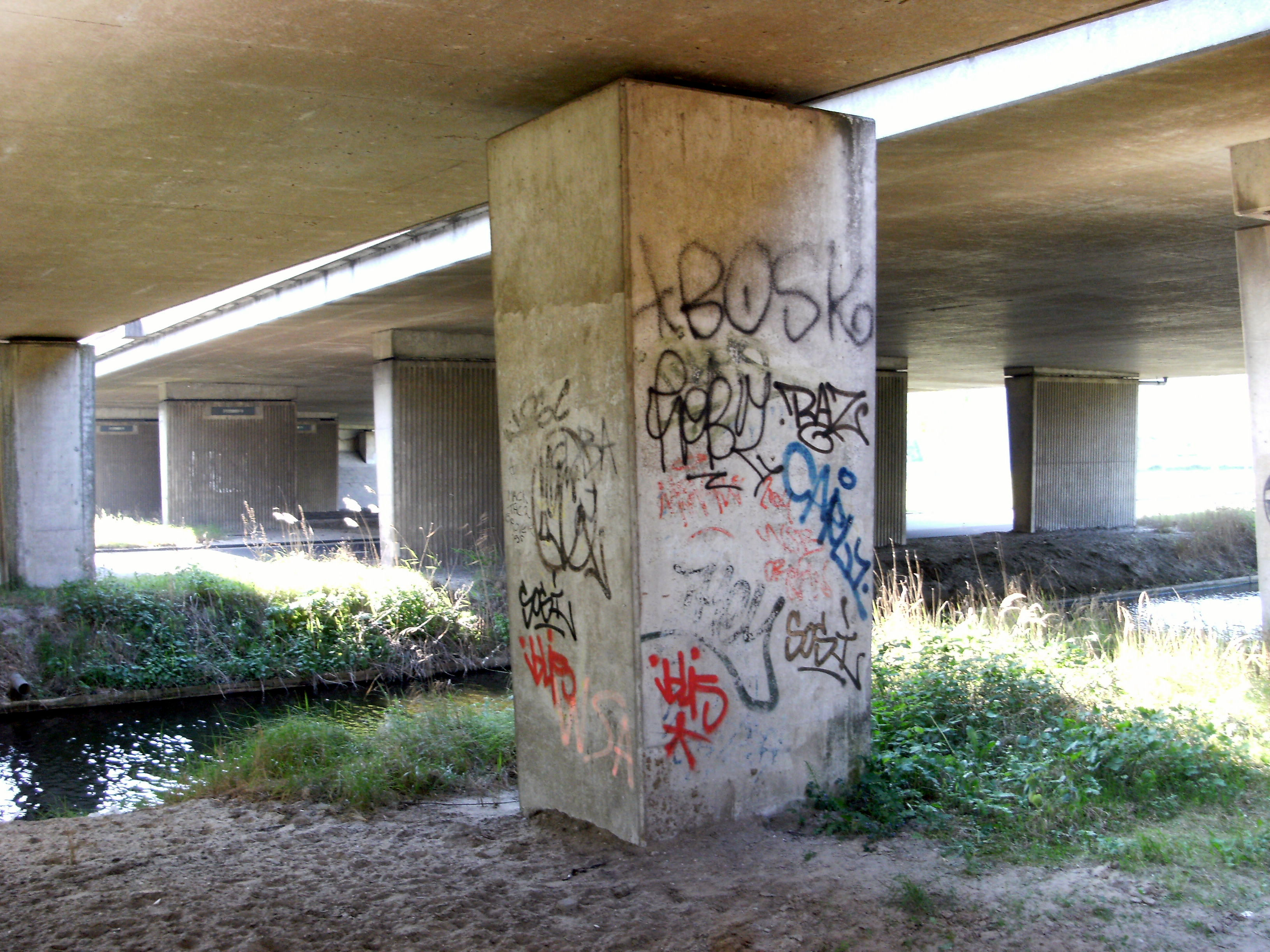 File Graffiti At Bridge Johan Huizingalaan Under Nieuwe Haagseweg Aka Rijksweg