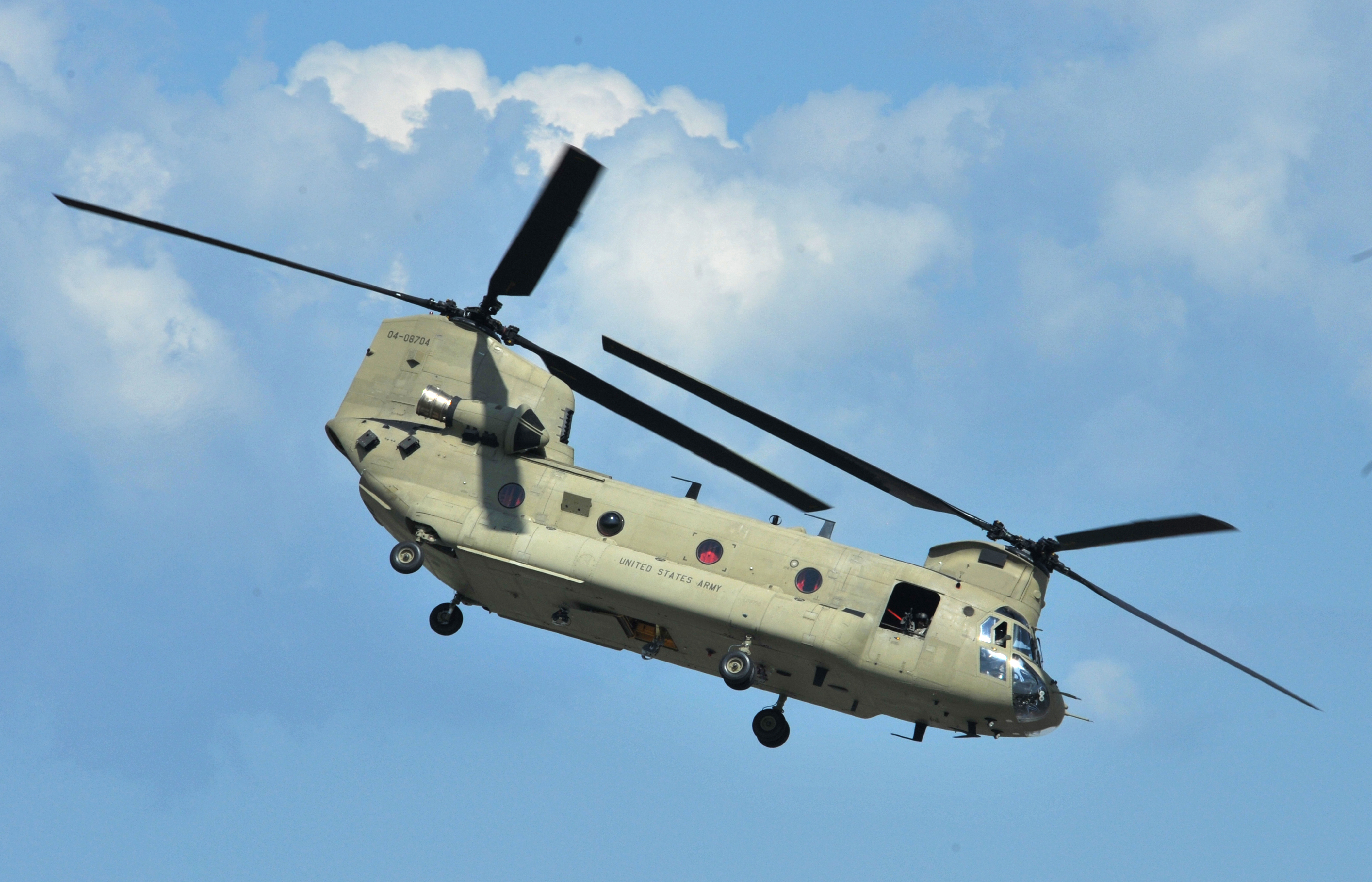Description A U.S. Army CH-47 Chinook helicopter, assigned to the ... Army Helicopters In Action