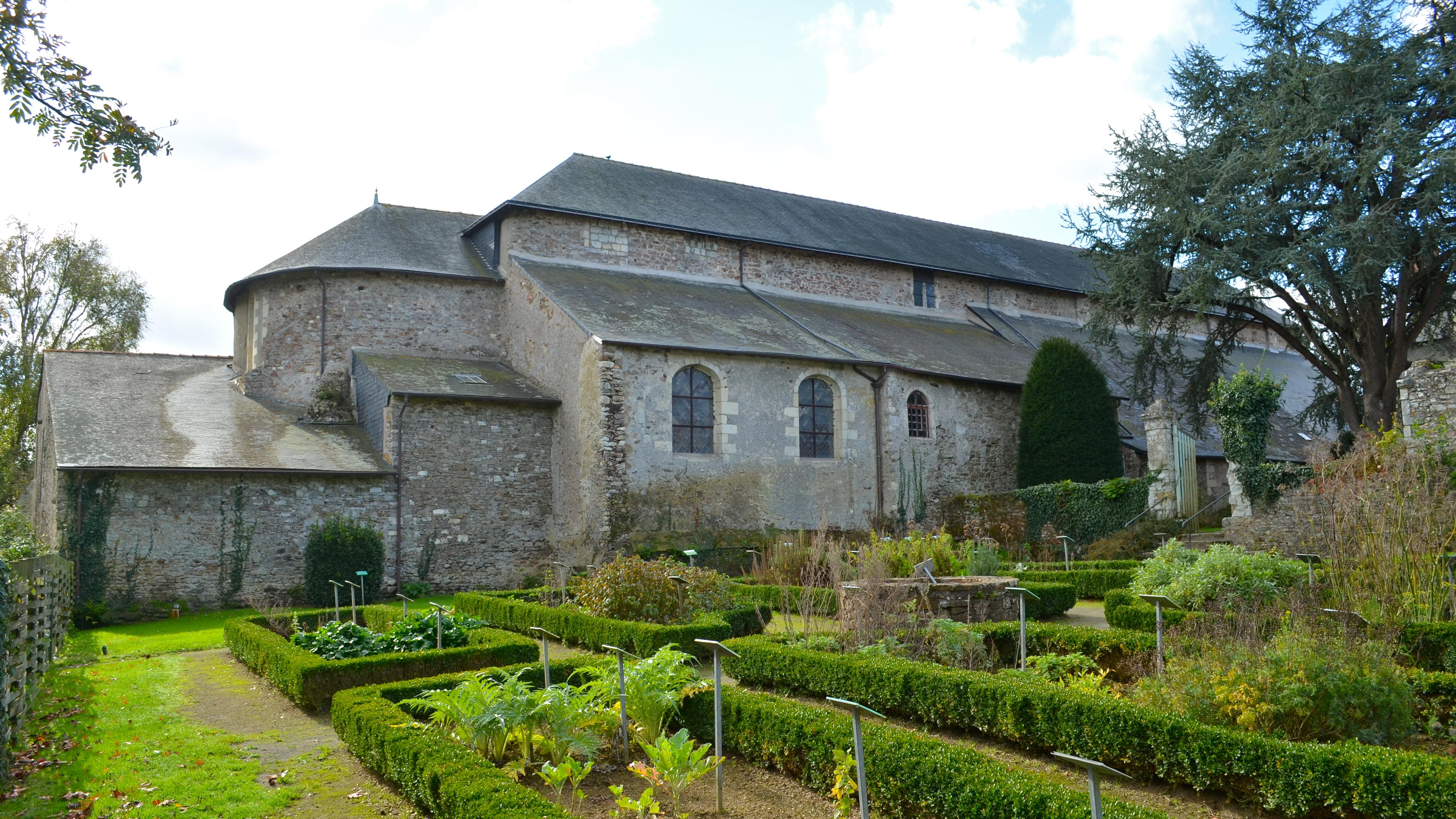 File abbatiale saint philbert de grand lieu 4 jpg for Piscine saint philbert de grand lieu