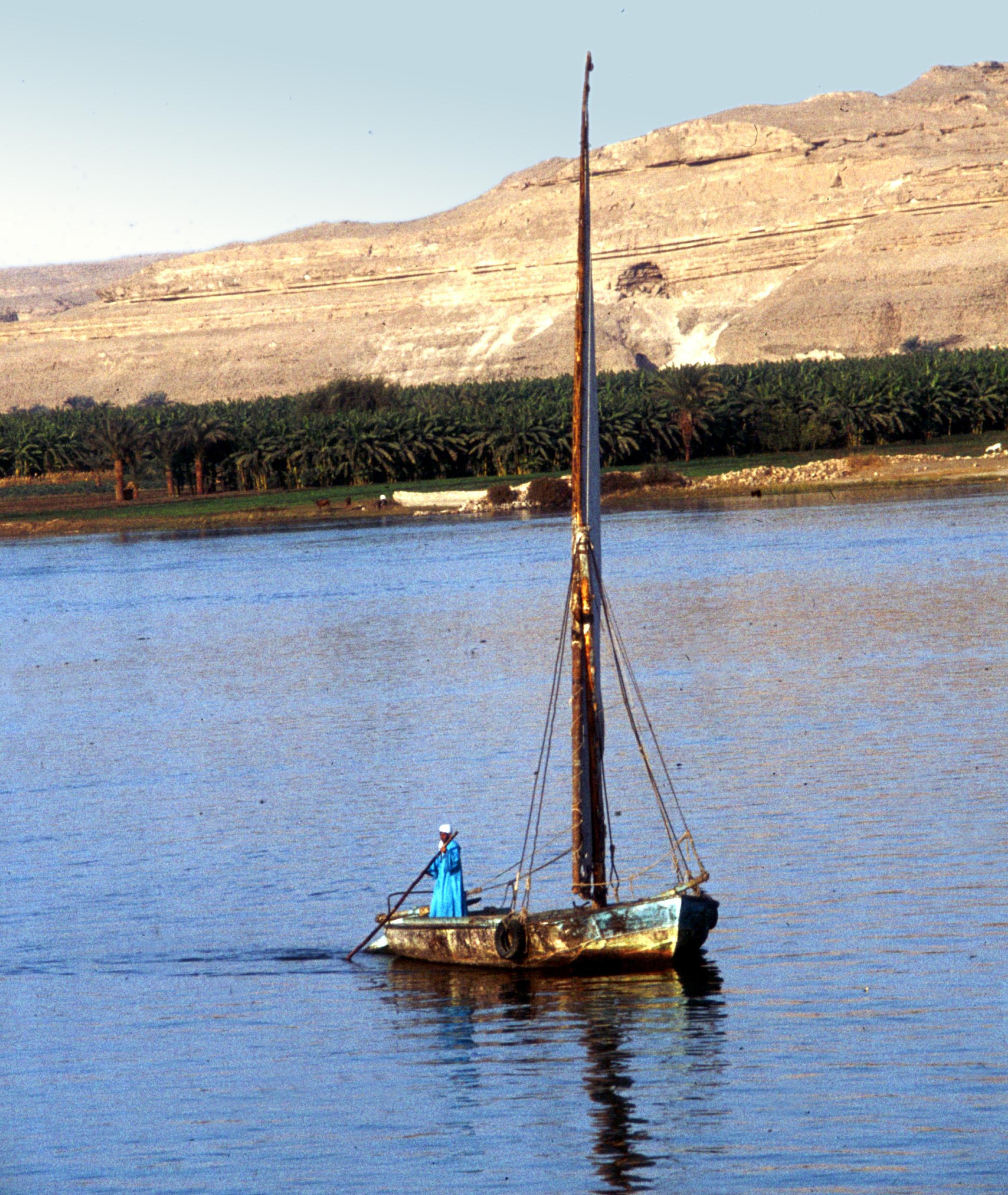 File:Al-Minya-12-Boot auf Nil-1982-gje.jpg - Wikimedia Commons
