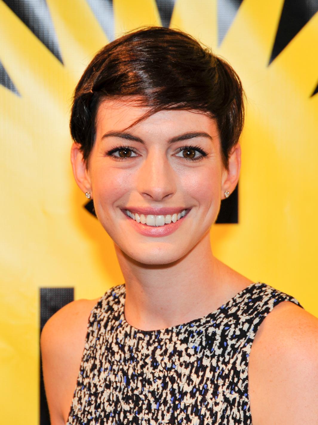 Er 38-år gammel 171 cm høj Anne Hathaway i 2021