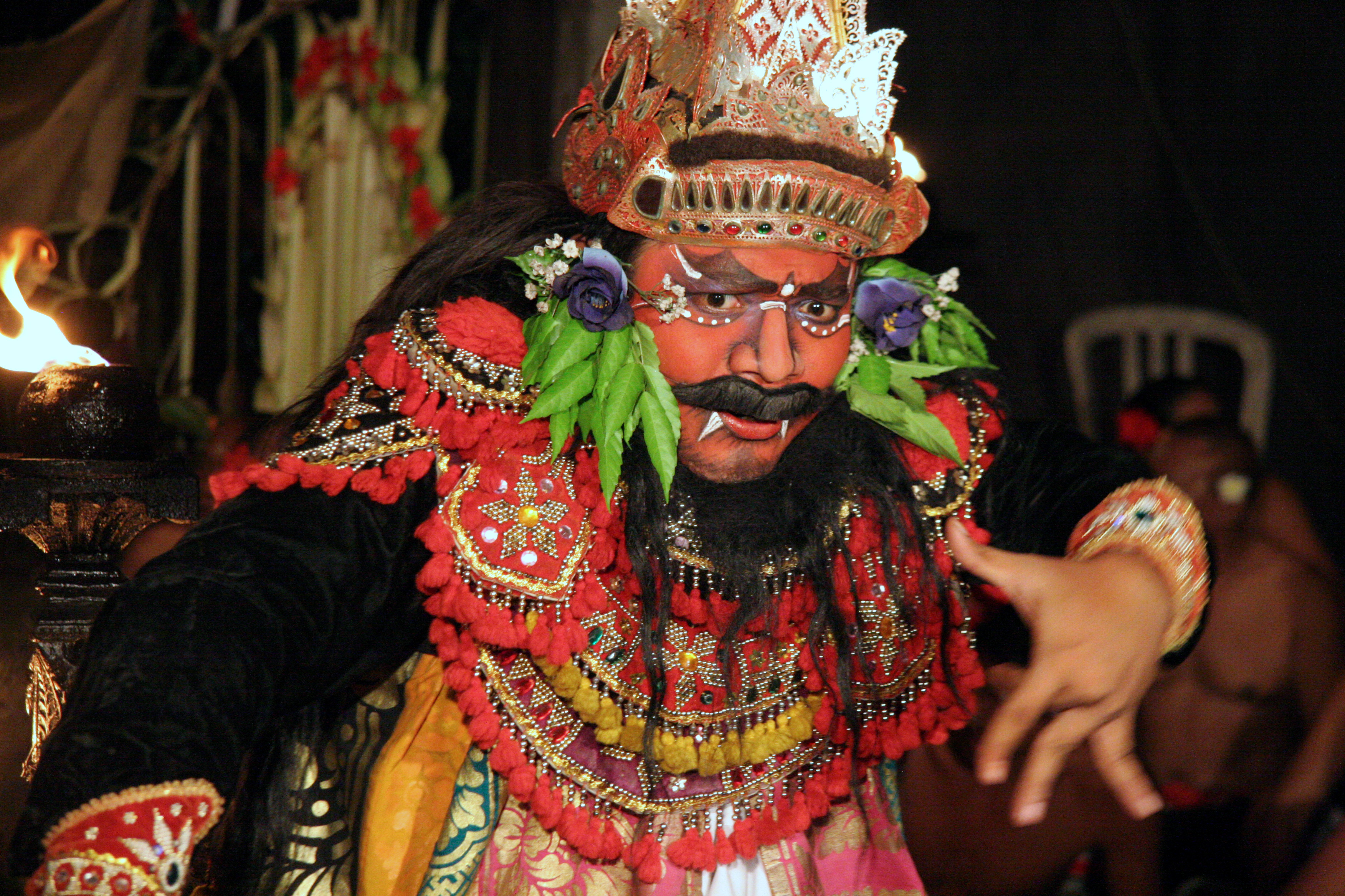 Tarian barong berasal dari Bali
