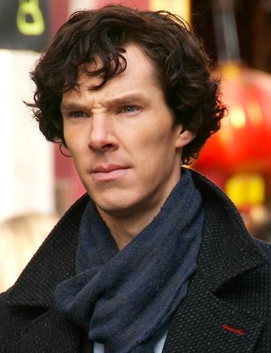 Nella foto: Benedict Cumberbatch durante le riprese di Sherlock, nel 2010