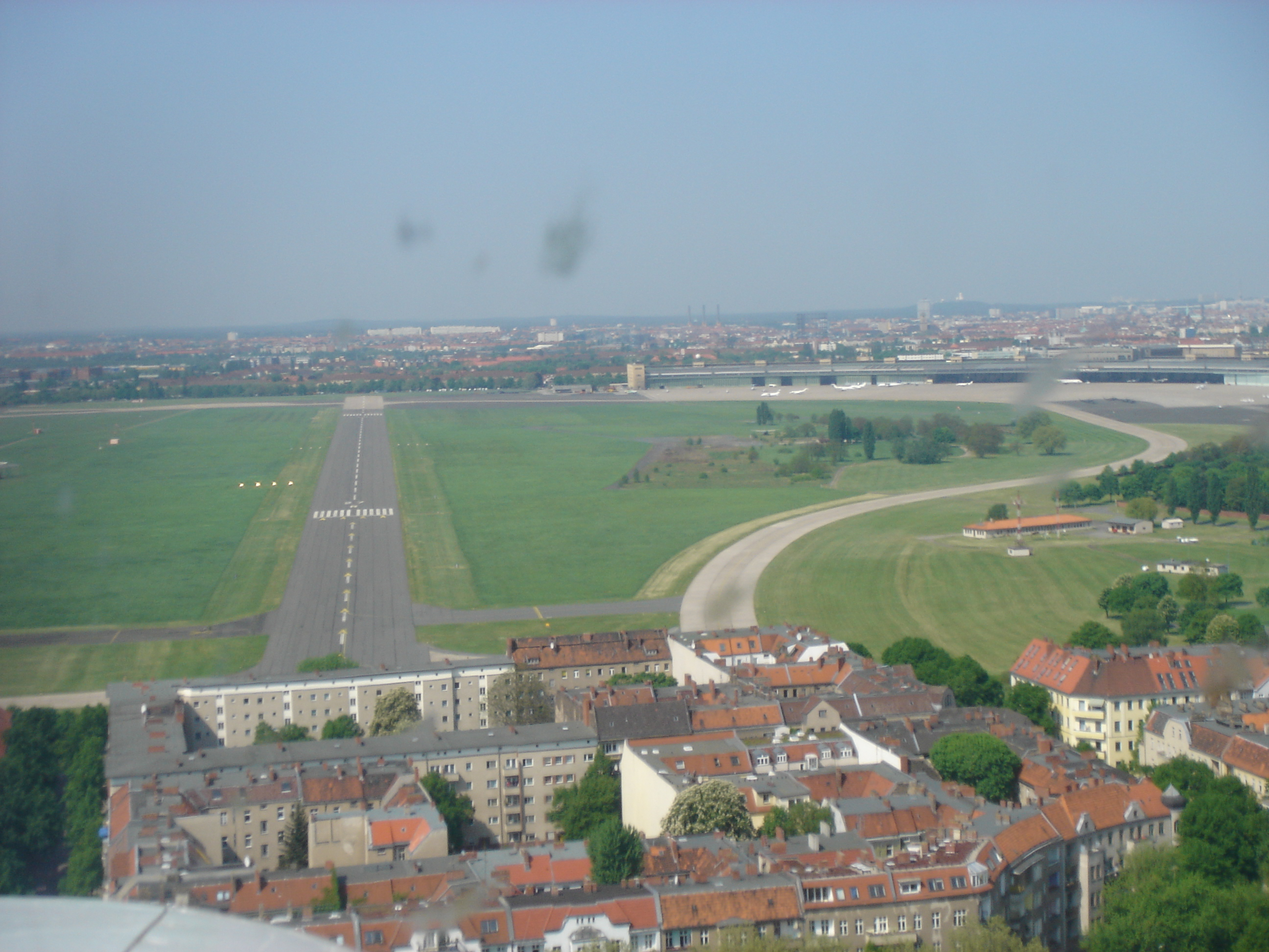 file berlin tempelhof approach to runway. Black Bedroom Furniture Sets. Home Design Ideas
