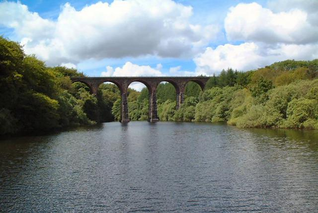 Bradshaw Brook Viaduct over Wayoh Reservoir - geograph.org.uk - 134