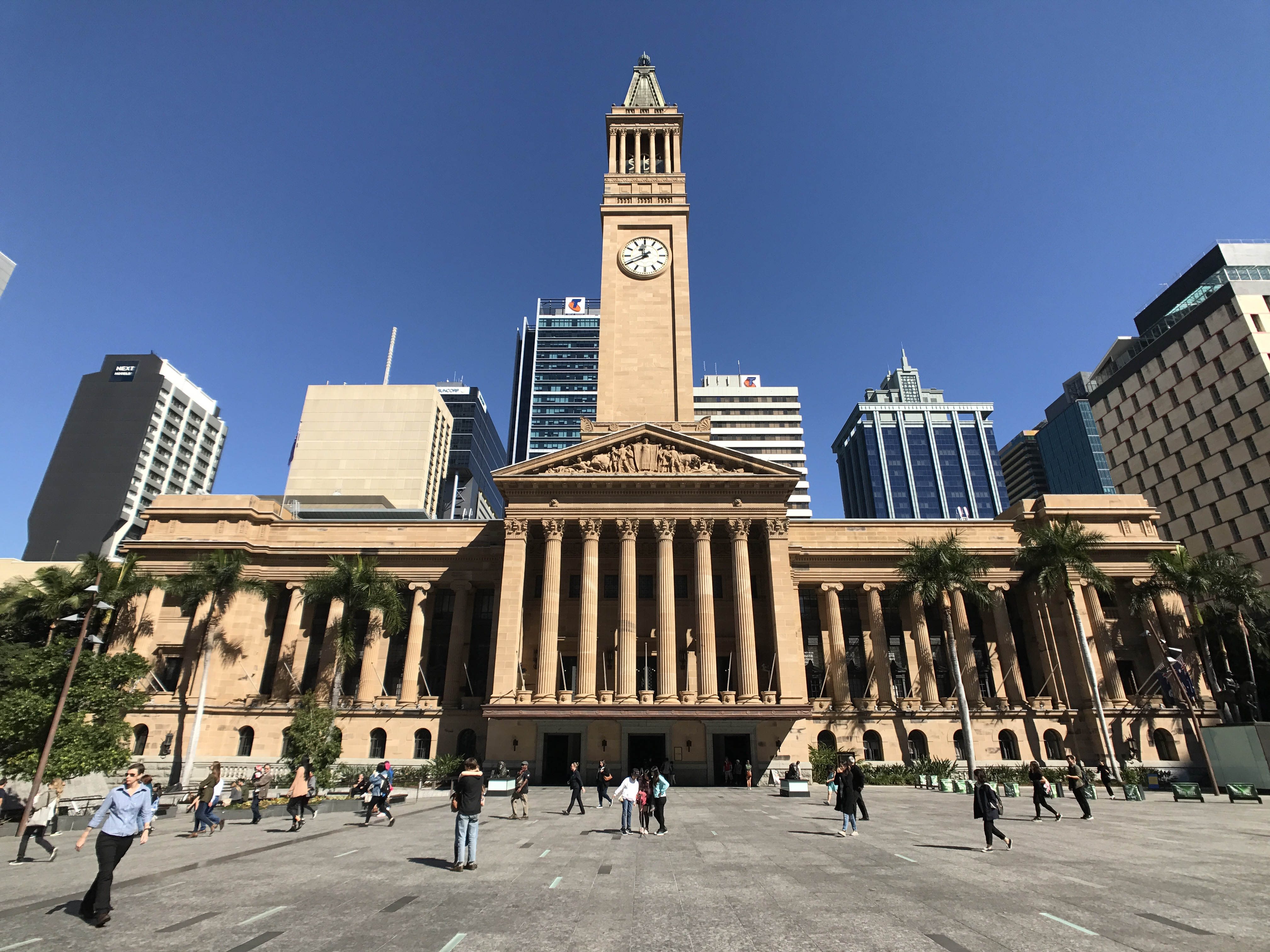 Brisbane City Hall view from King George Square, Brisbane.jpg